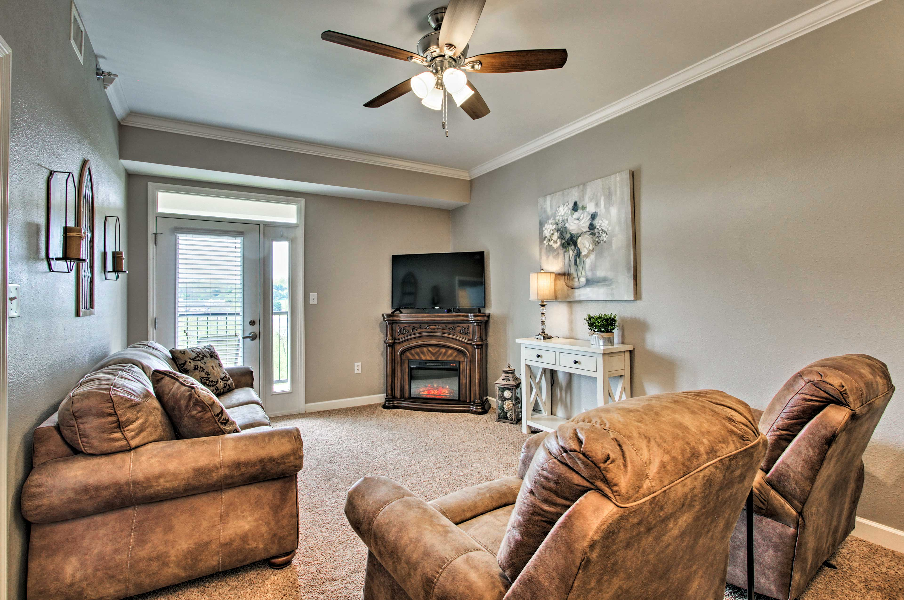 Sevierville Vacation Rental Condo | 2BR | 2BA | 1,052 Sq Ft | Steps Required