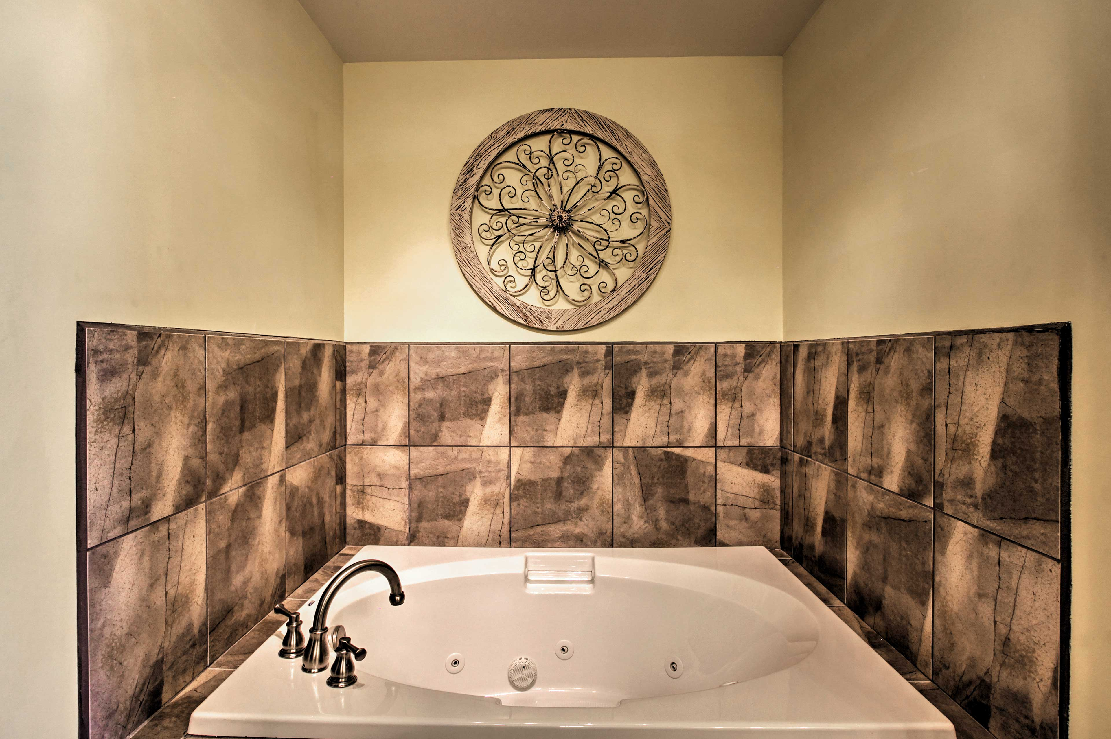Full Bathroom | Jetted Tub