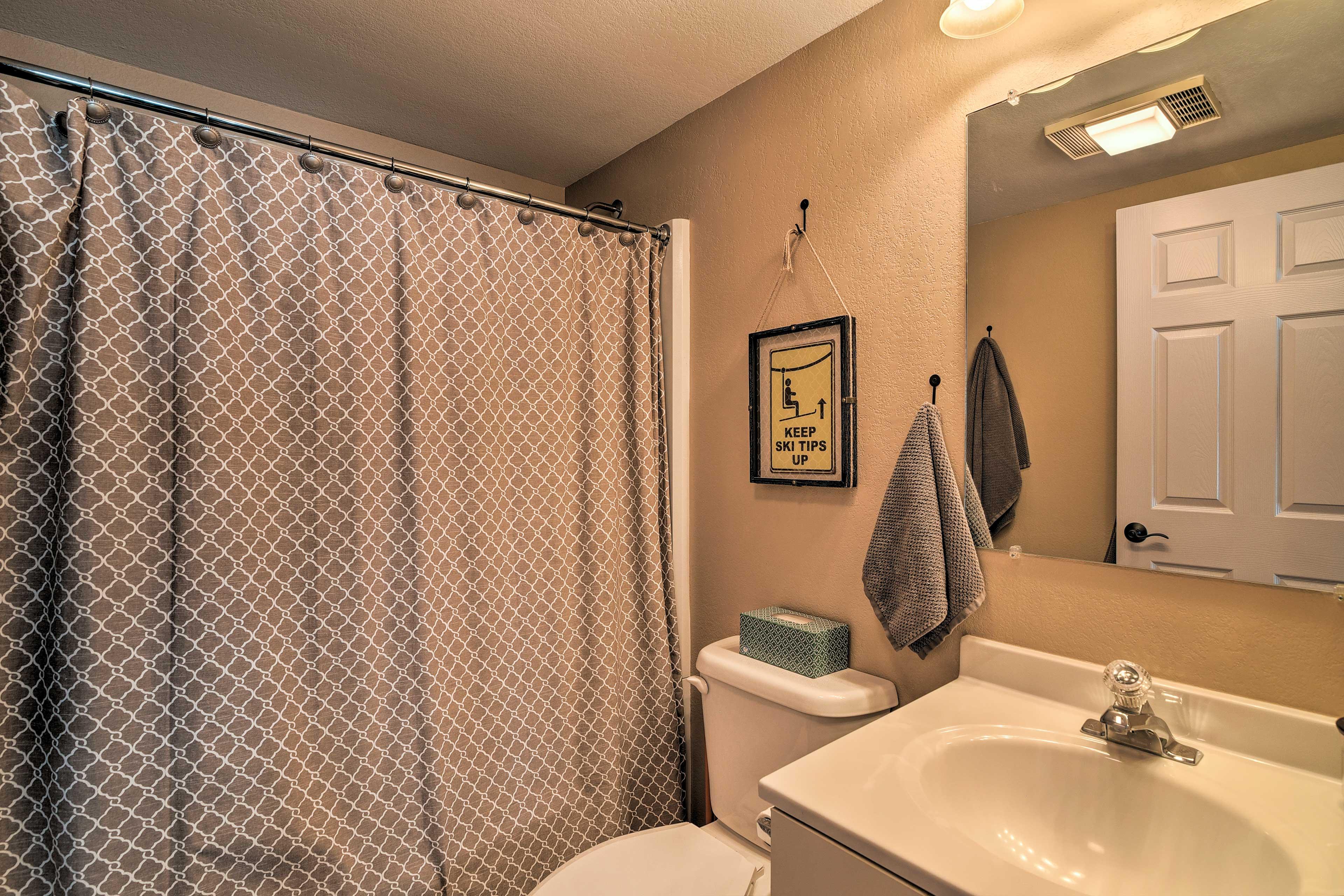 Enjoy the convenience of this full en-suite bathroom.