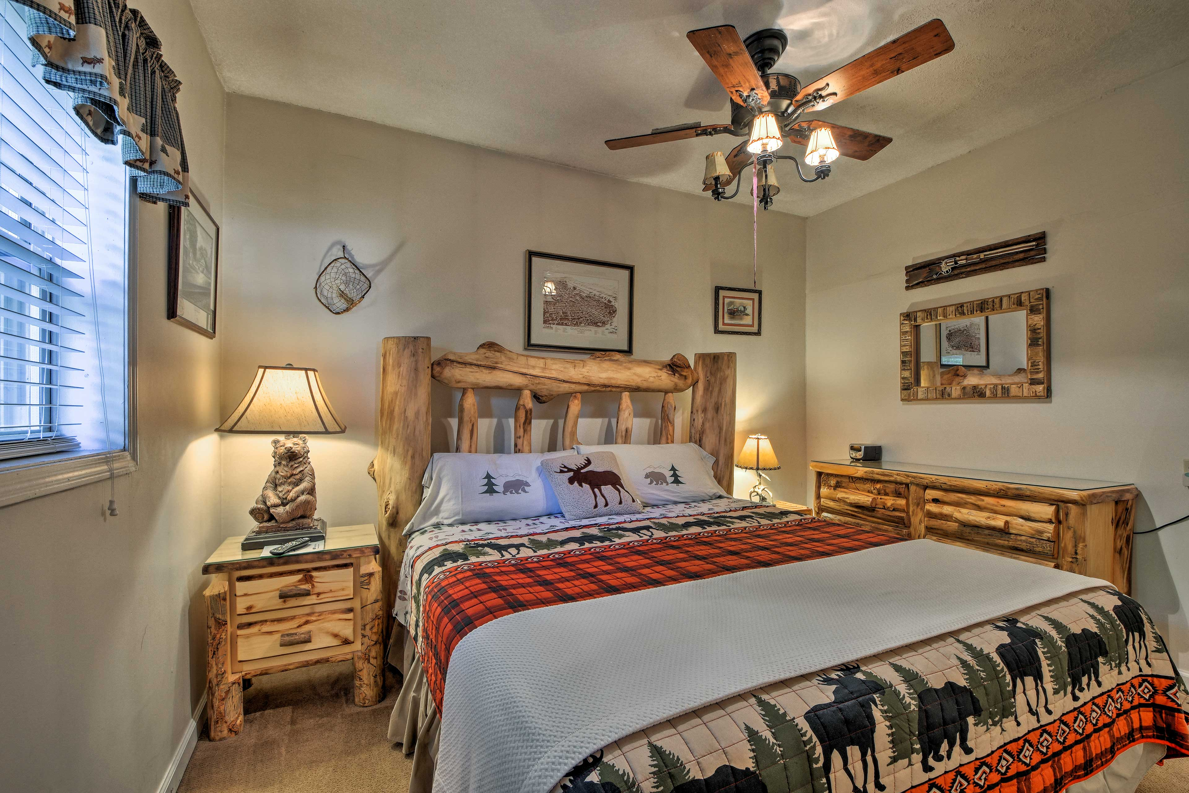 This queen bed easily accommodates 2 guests.