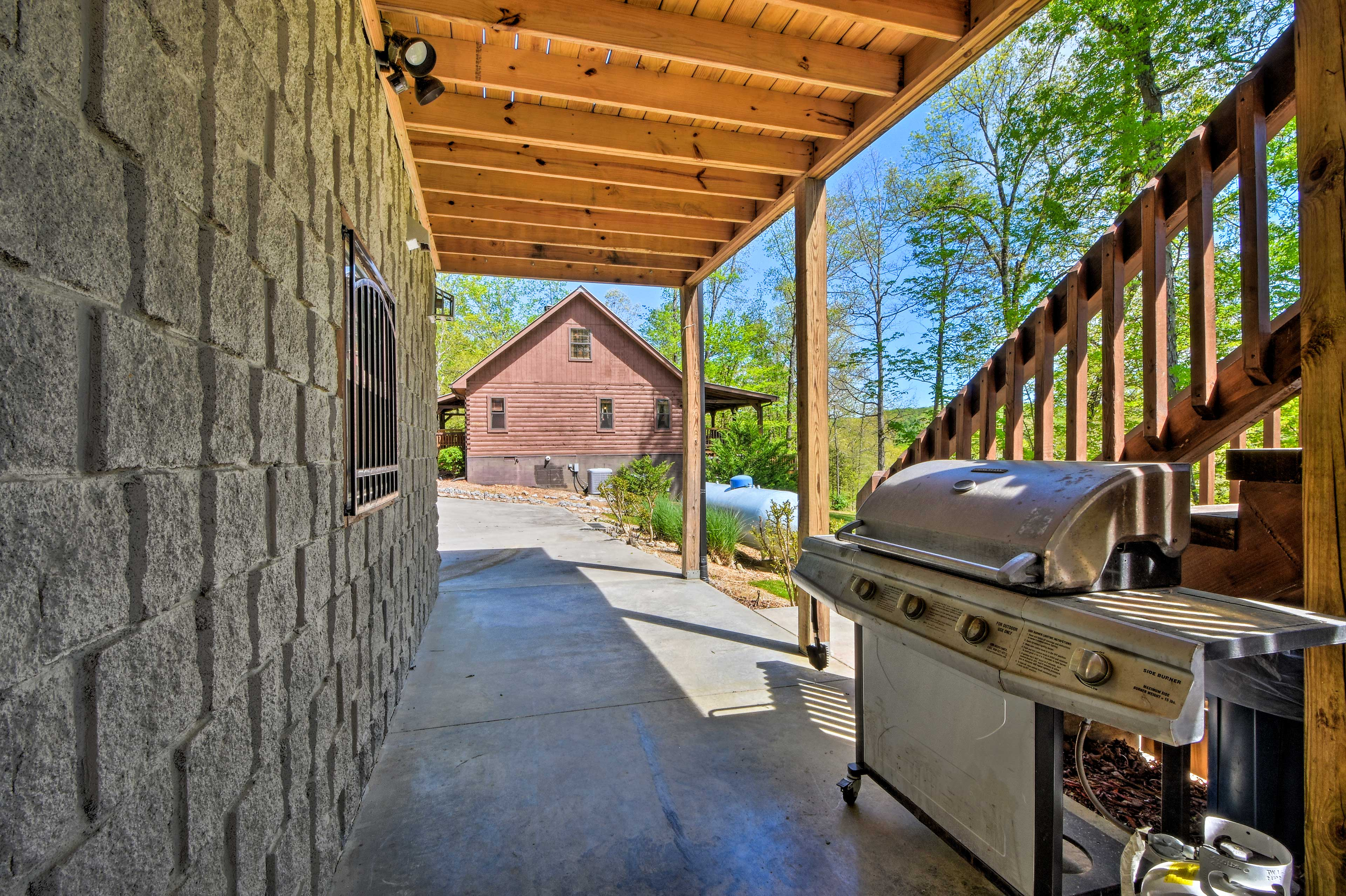 Lower-Level Patio   Gas Grill