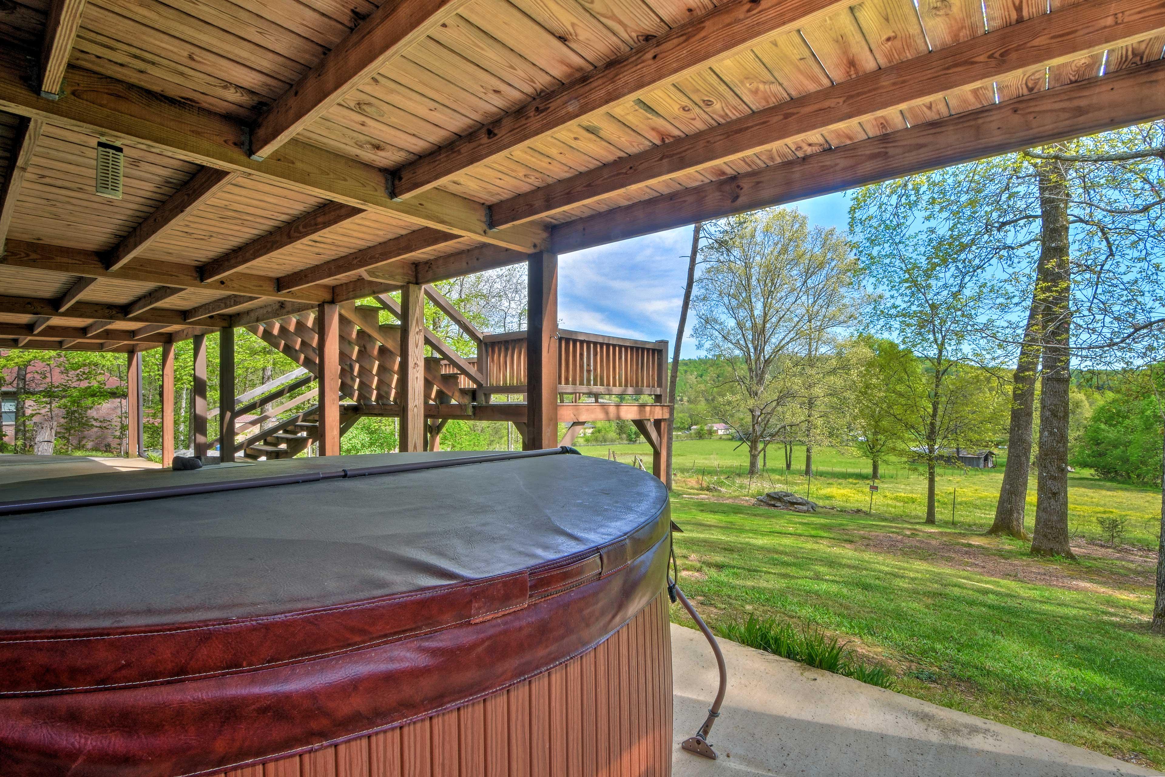 Private Patio   Seasonal Hot Tub   Country Views