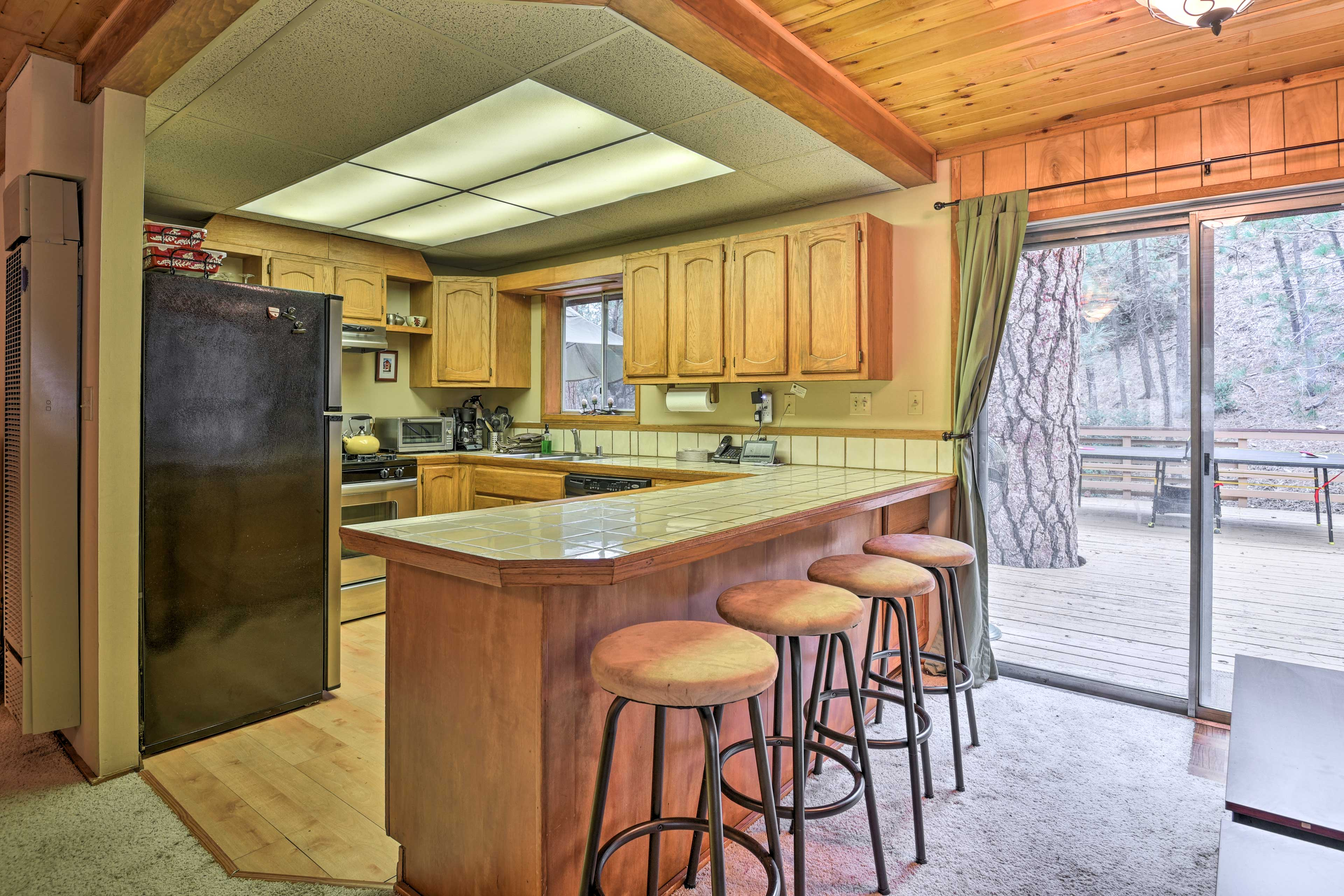 The fully equipped kitchen makes cooking a breeze.