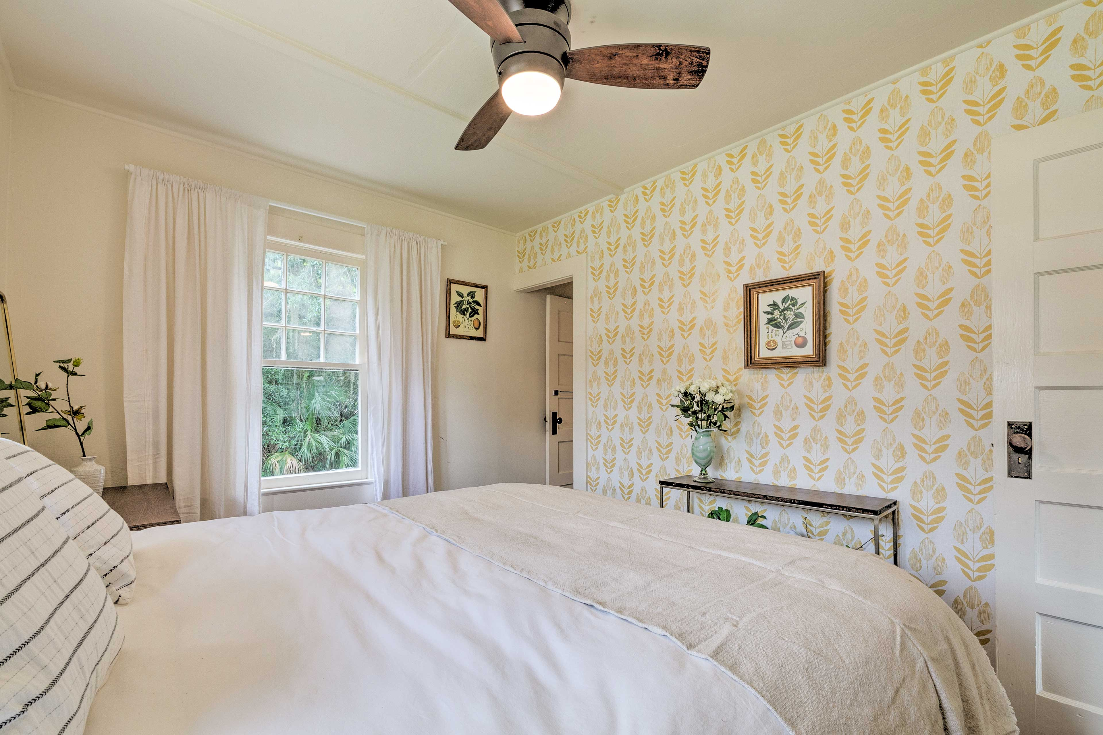 The queen bed will be more than inviting when you're ready to retire.
