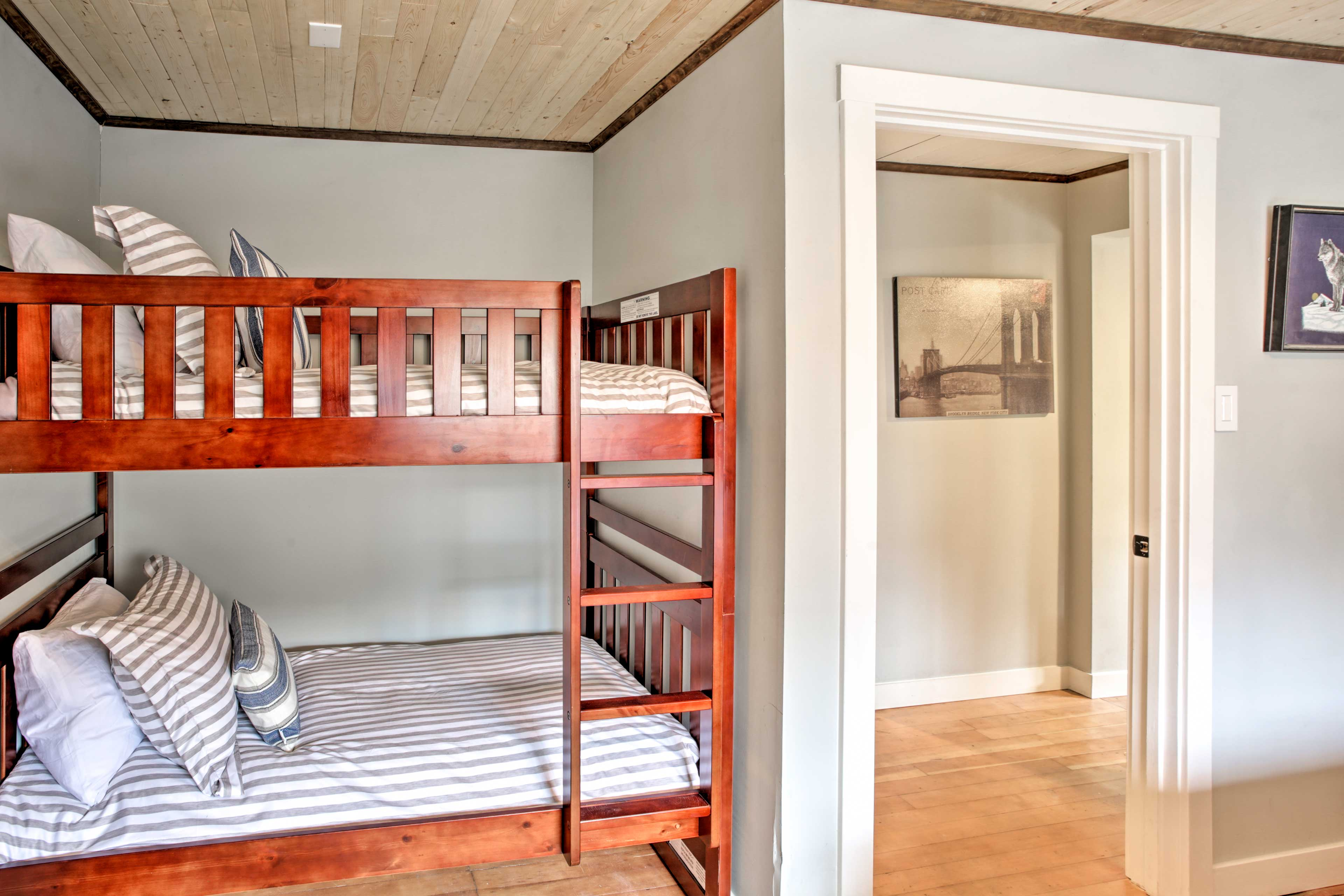 The twin beds sleep an additional 2 guests in the bedroom.