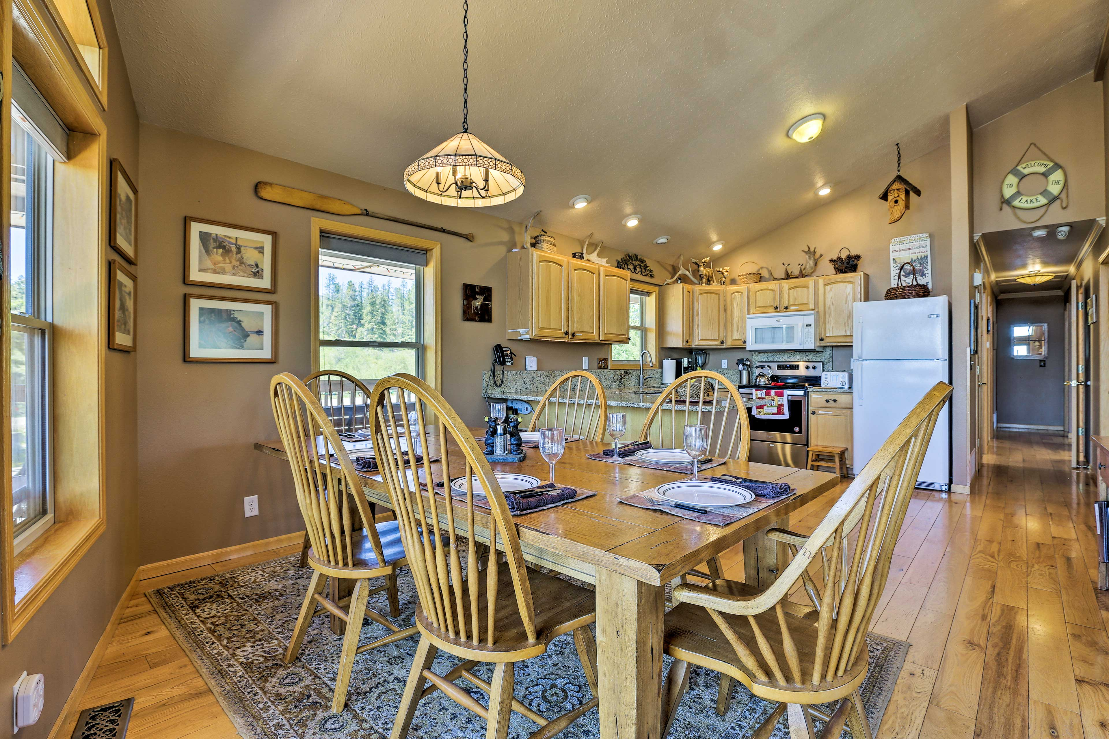 Wine and dine around the dinner table during your stay!