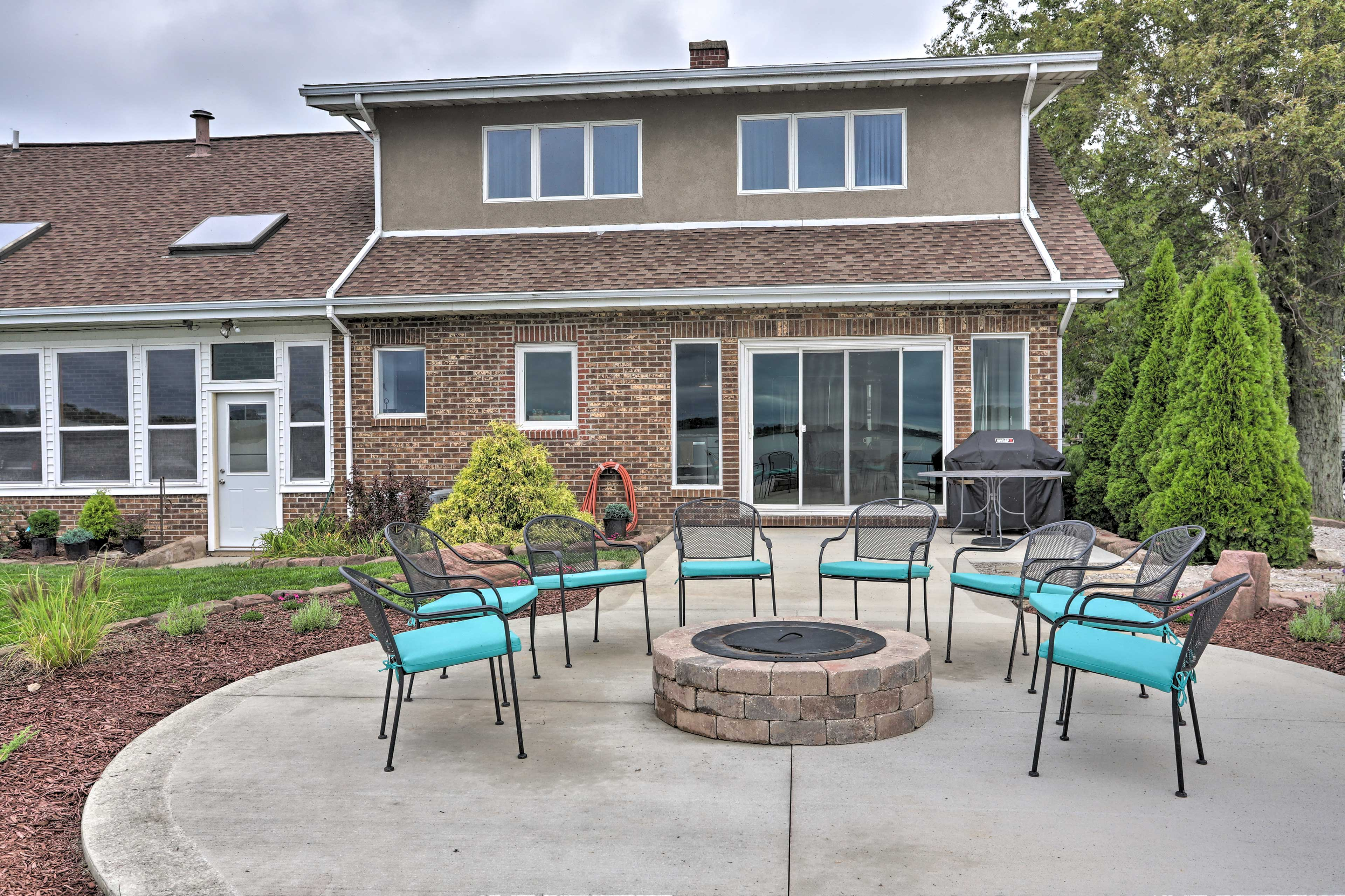 The 3-bedroom, 2.5-bathroom house accommodates up to 7 guests.