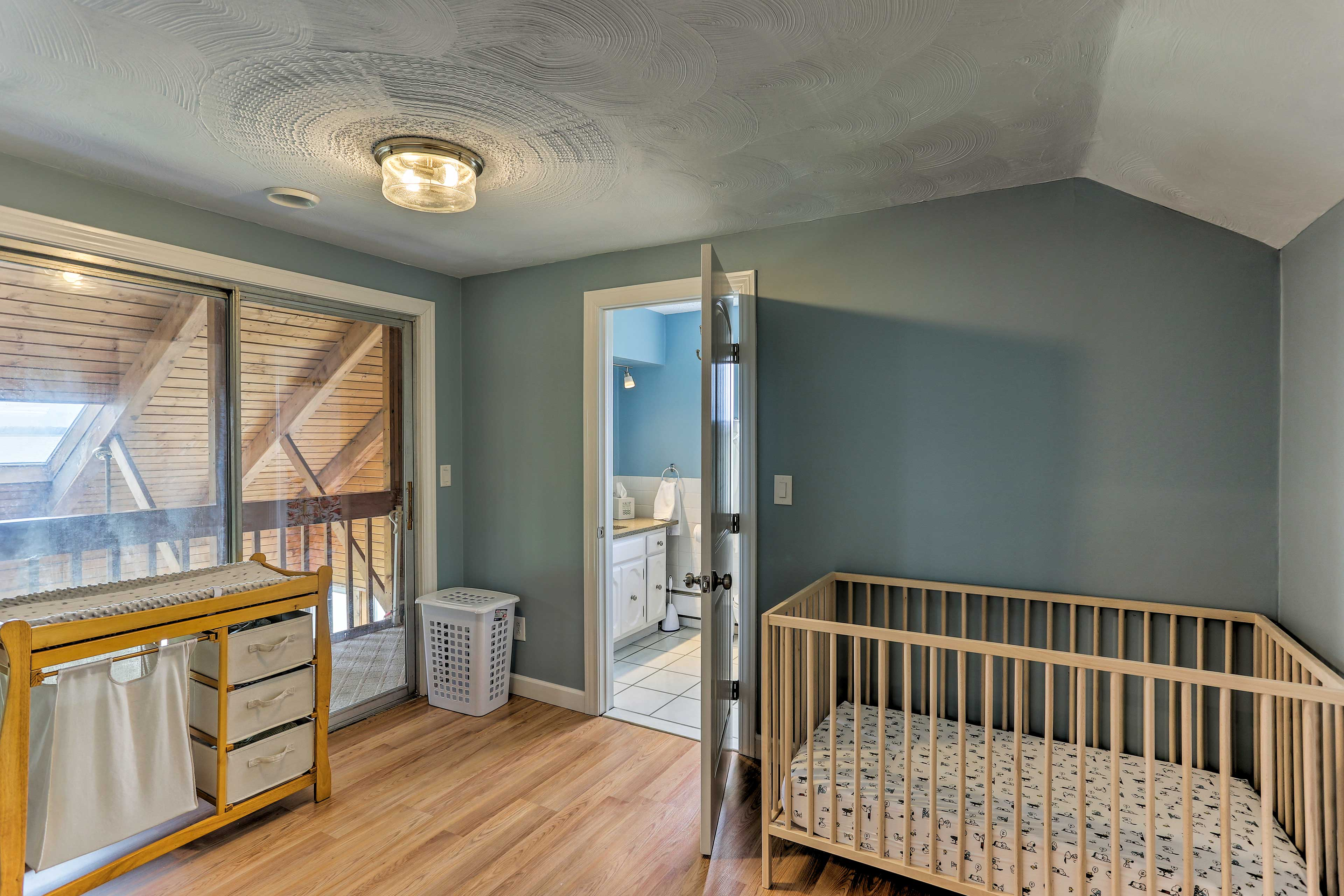 If you're traveling with little ones, a crib and changing table are available.