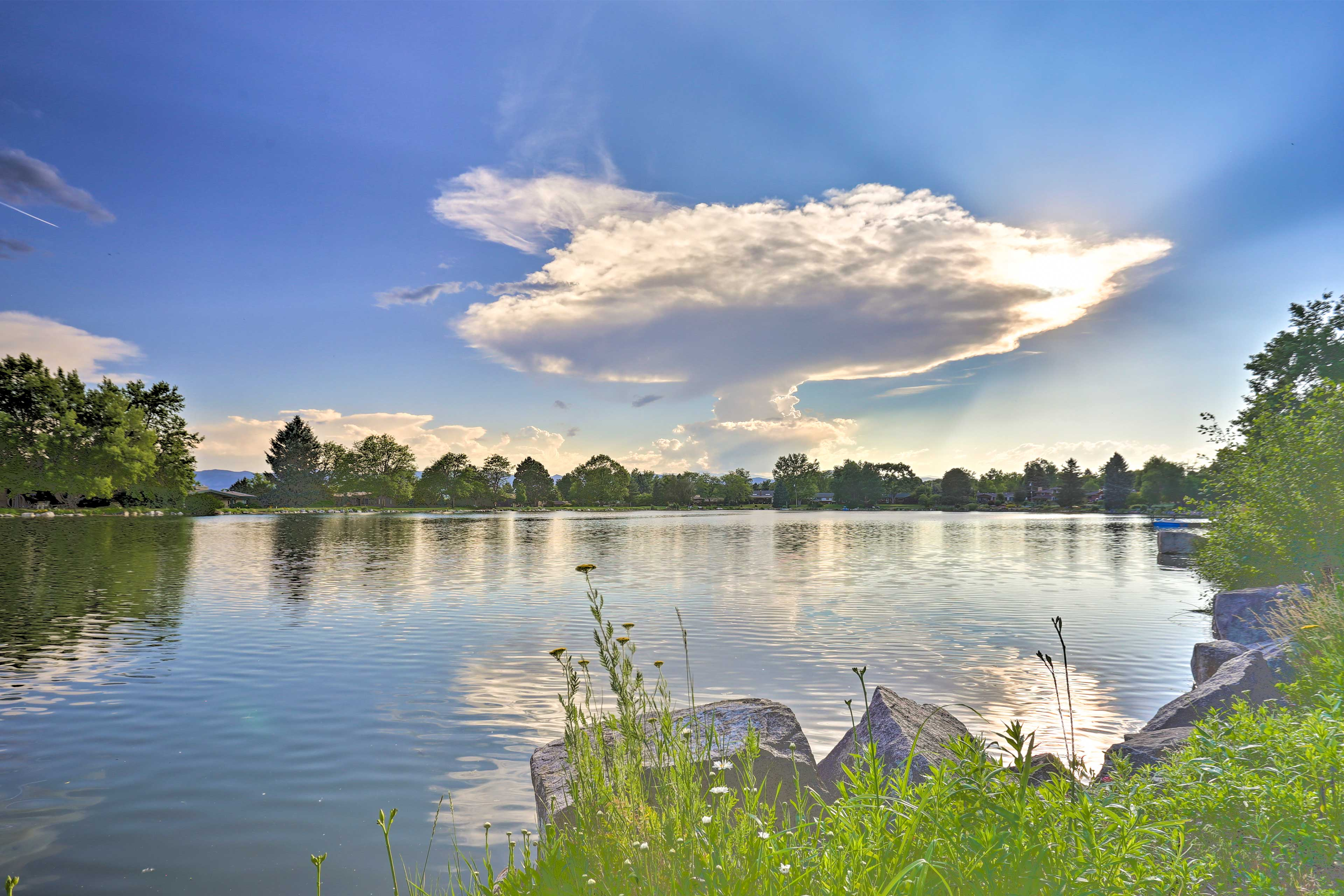 Enjoy a lakefront picnic!