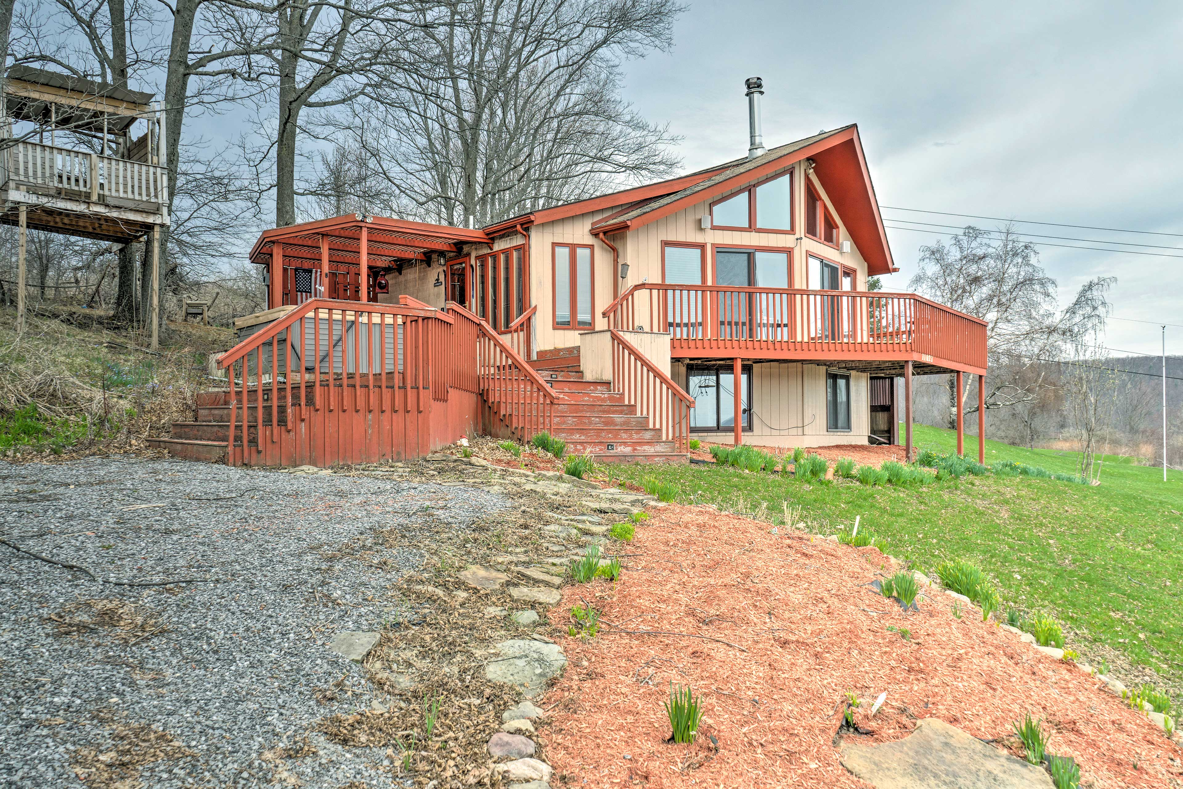 Make a lifetime of memories at this mountainside retreat!