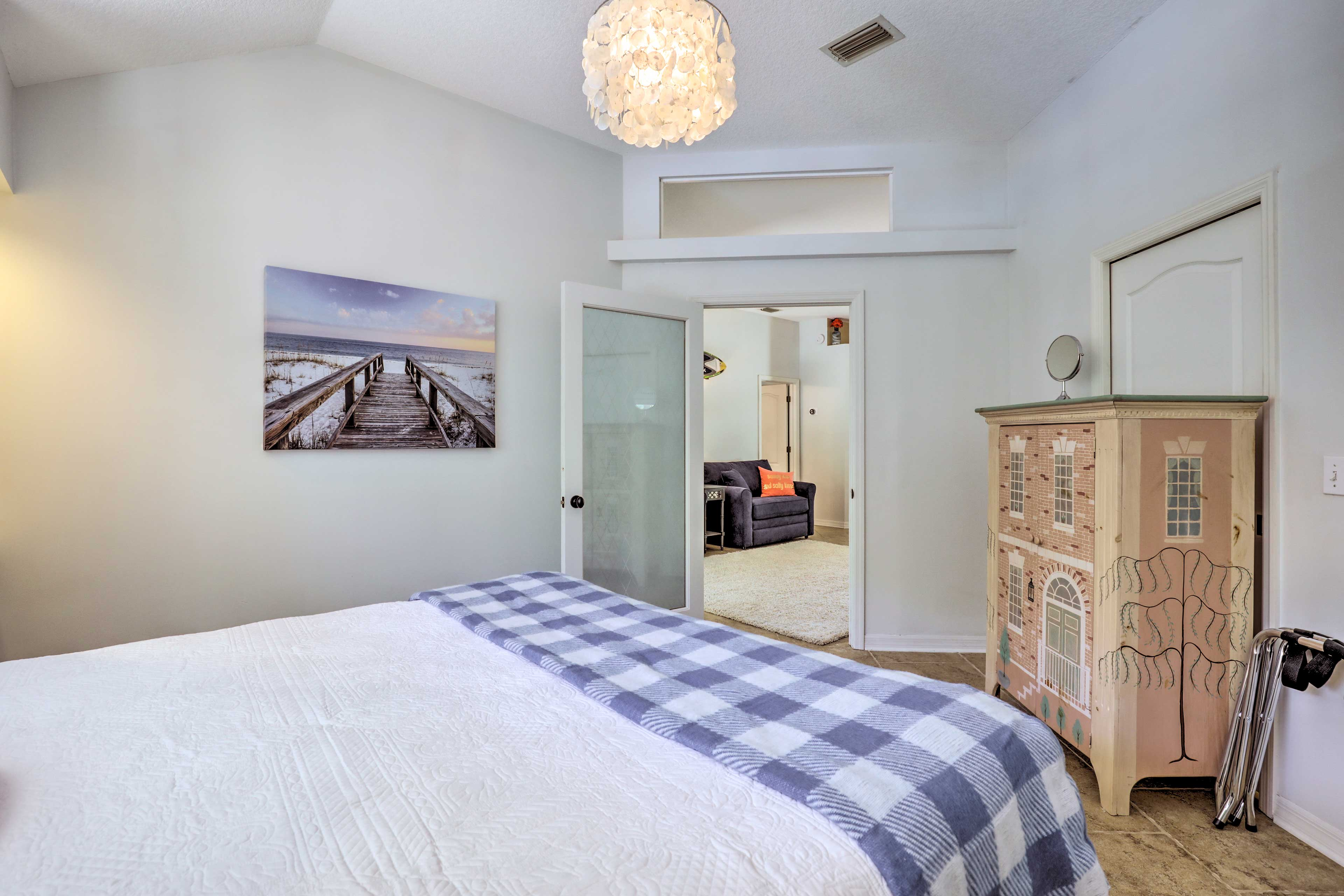 Sleep soundly in this bright and airy room!