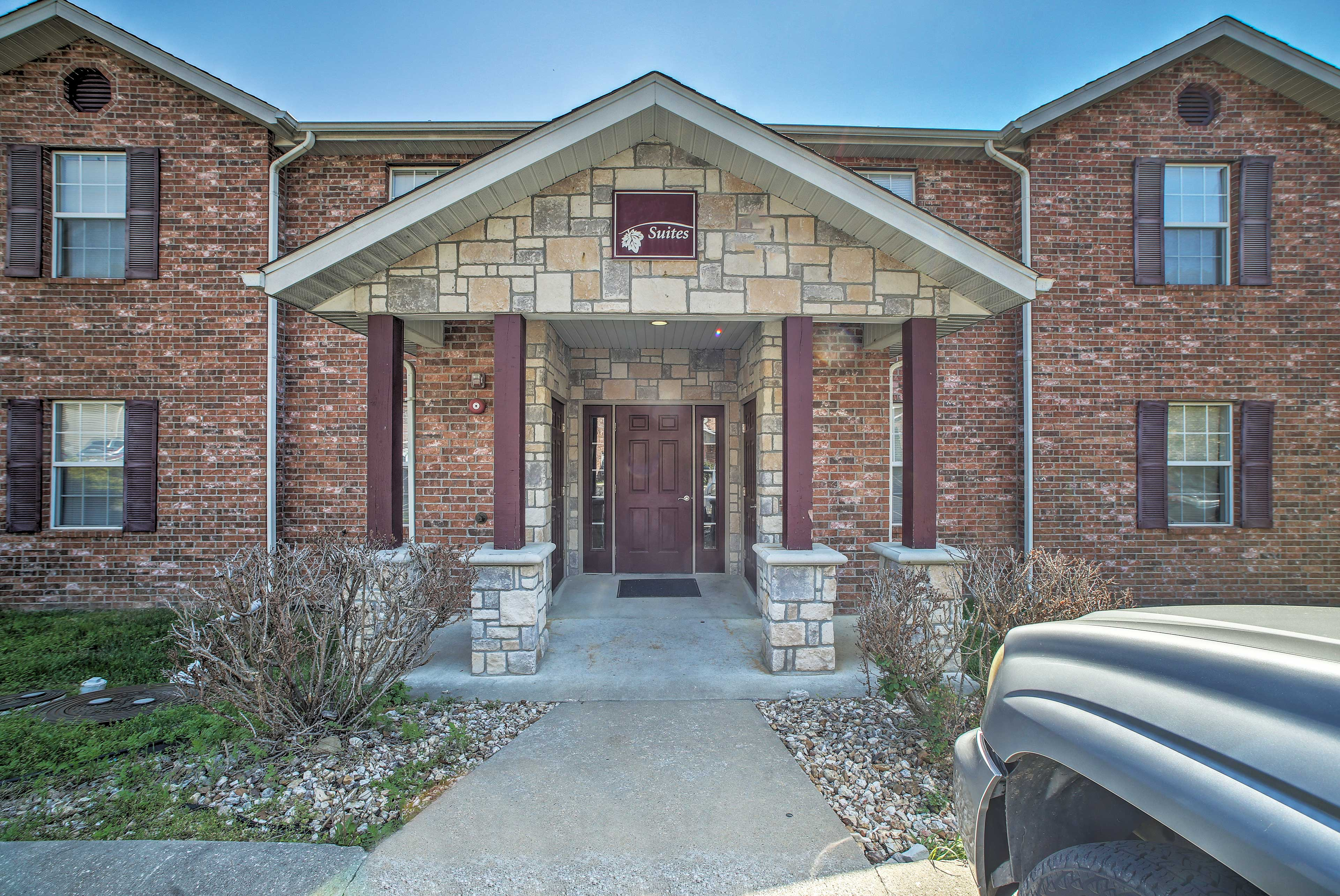 Centrally located, the condo is situated between Table Rock Lake & the 76 Strip!