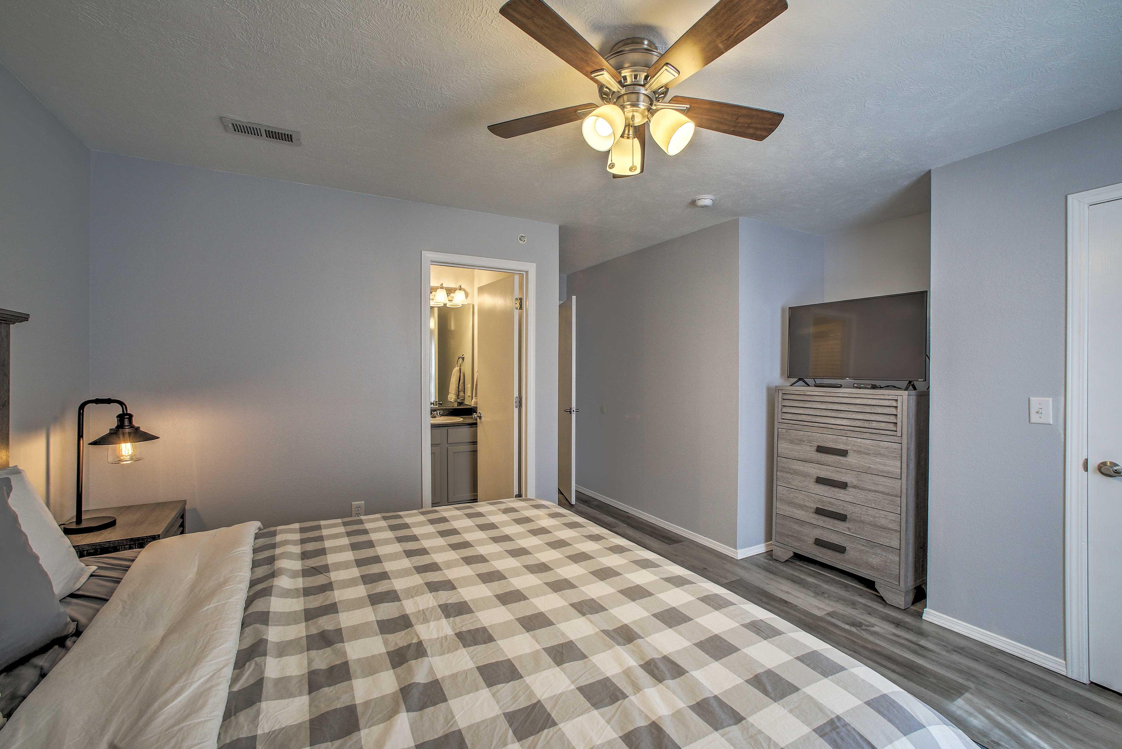 All 3 bedrooms include flat-screen Smart TVs.