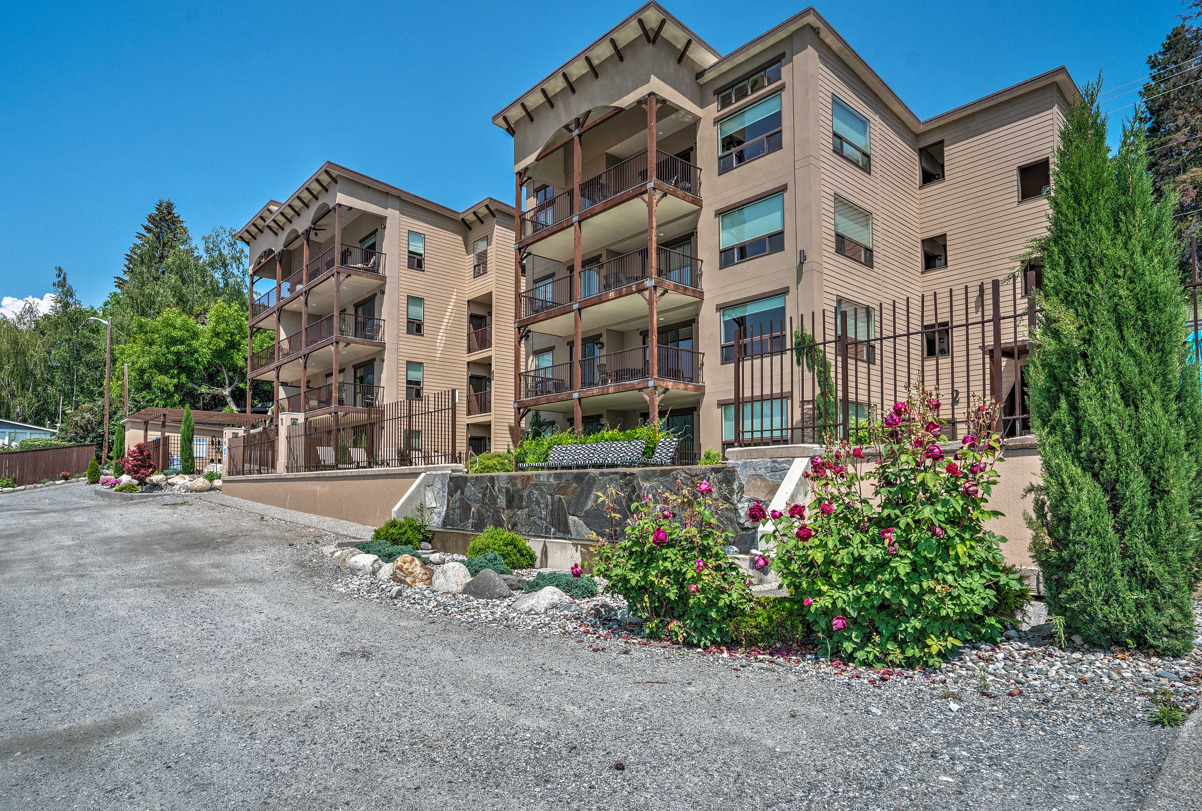 This condo is within walking distance of marinas, restaurants, and breweries.