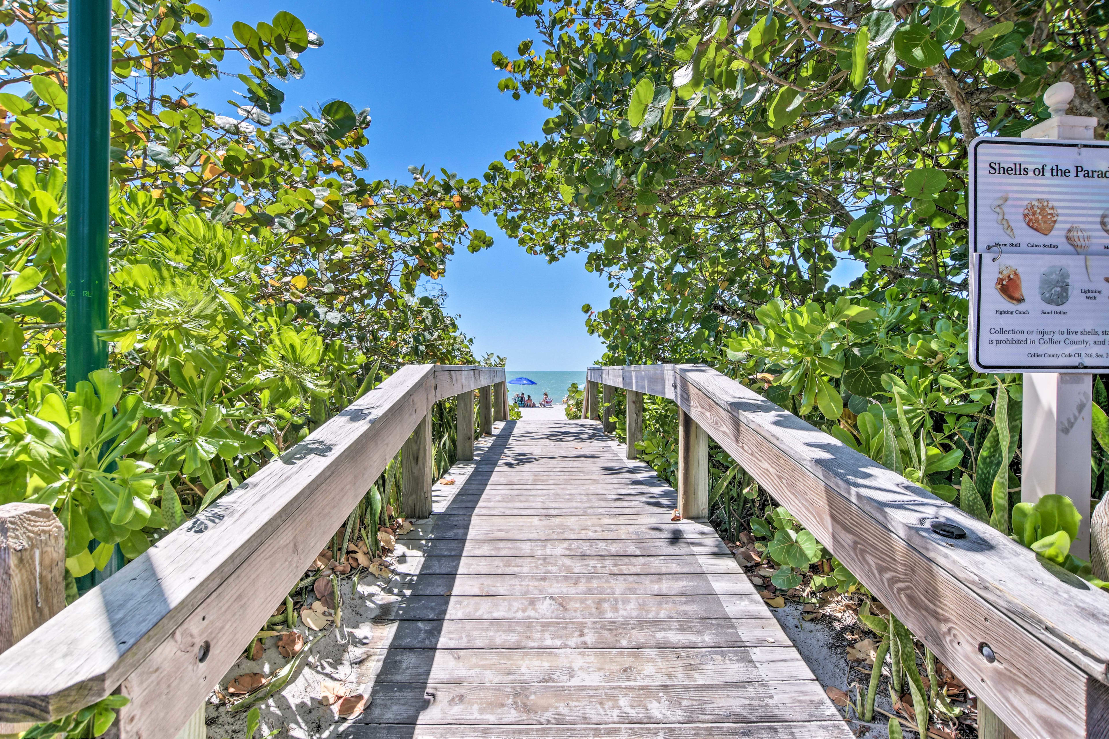 This studio for 4 is located steps from the Naples Pier and much more.