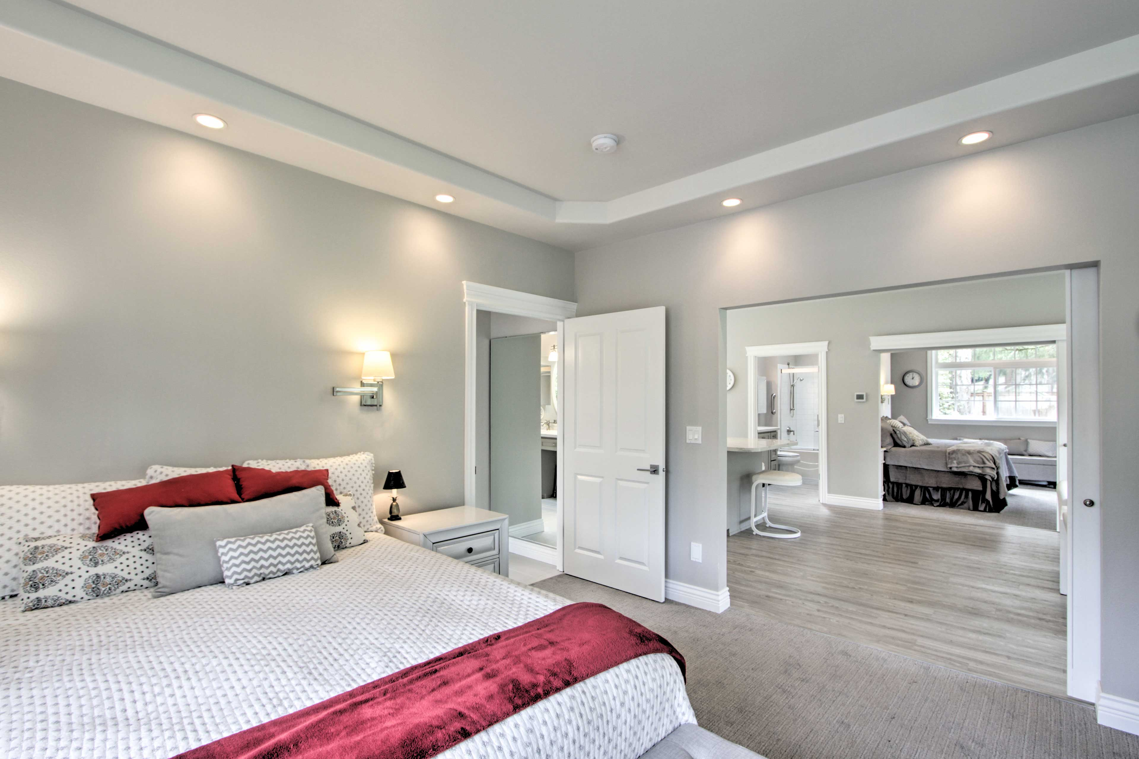 Each bedroom has an en-suite bathroom.