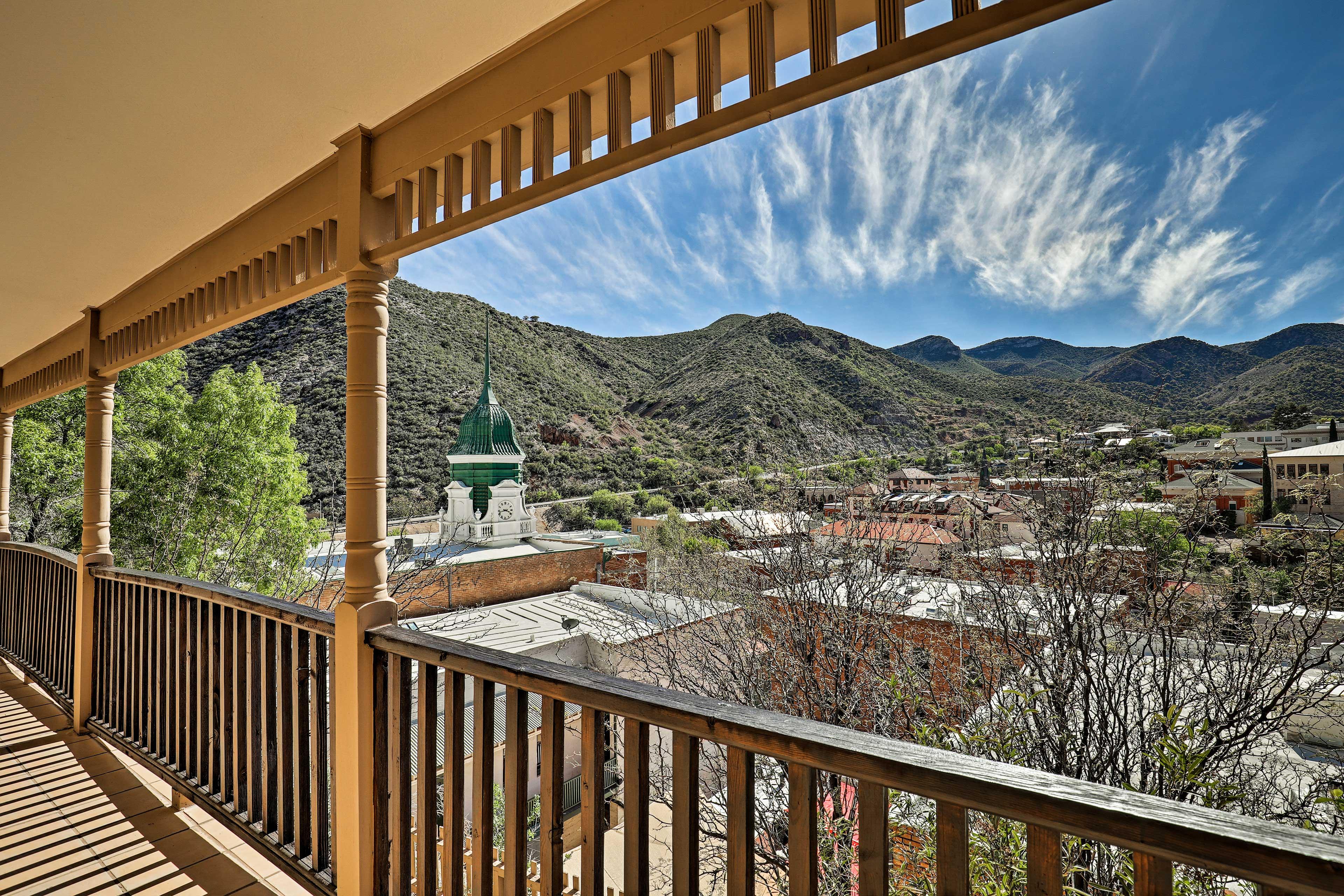 Enjoy mountain and Bisbee views!