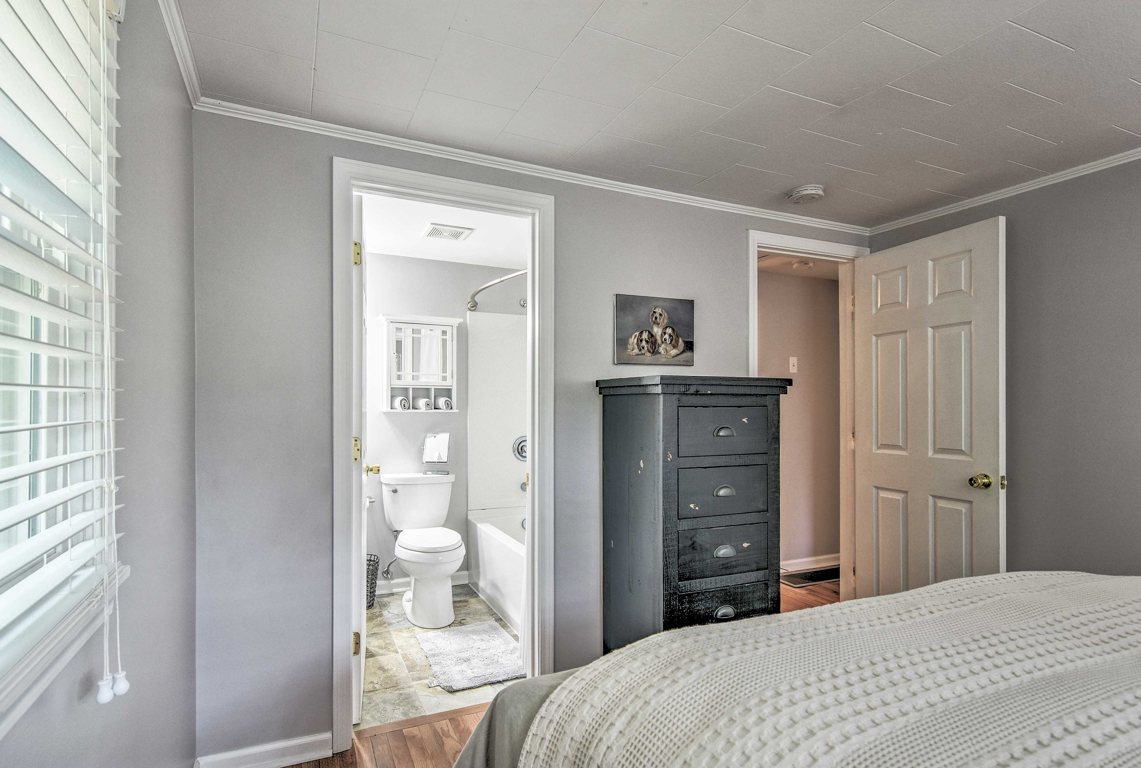Enjoy the added convenience of a full en-suite bathroom.