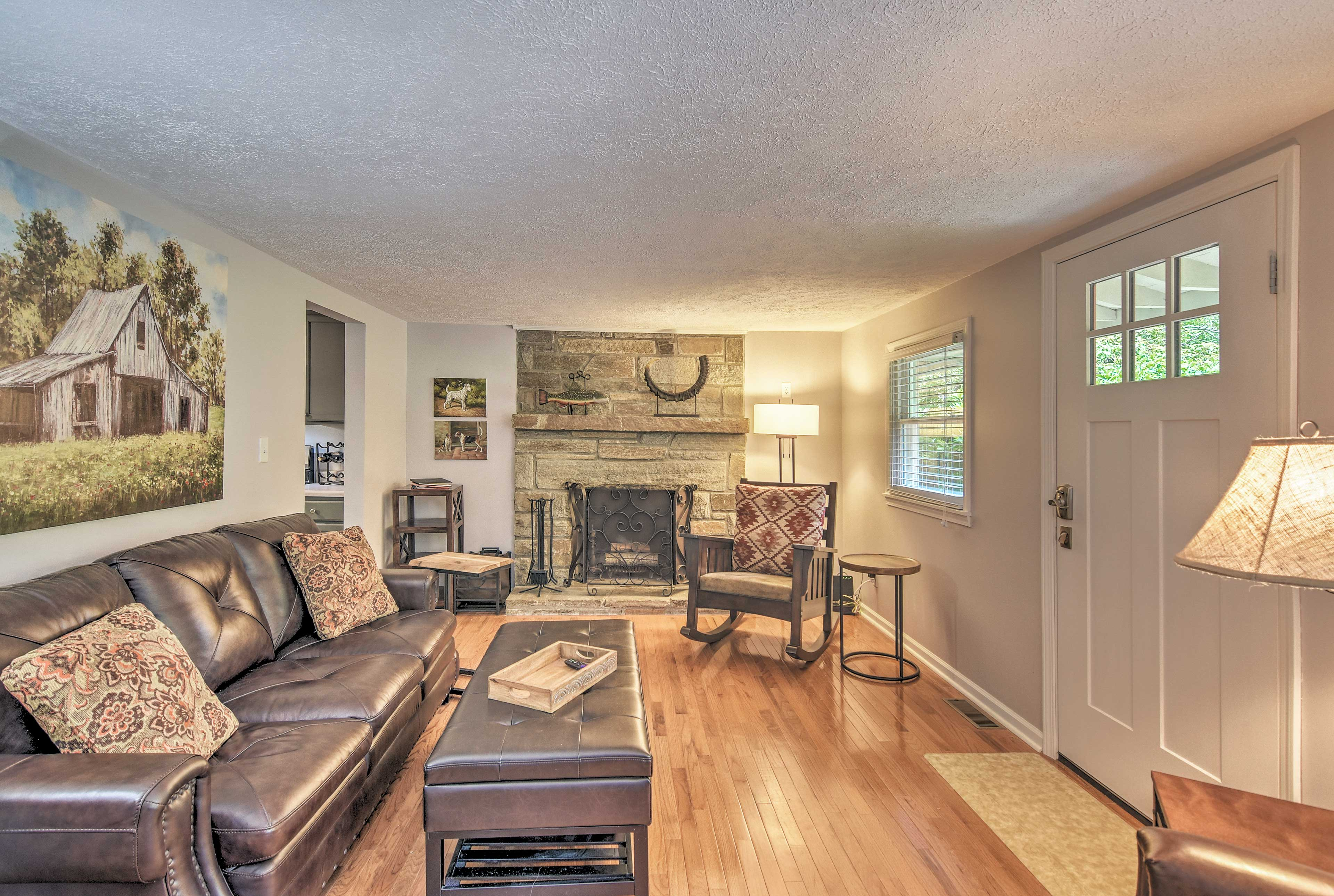 With 2 bedrooms and 2 baths, the property is perfect for small families!