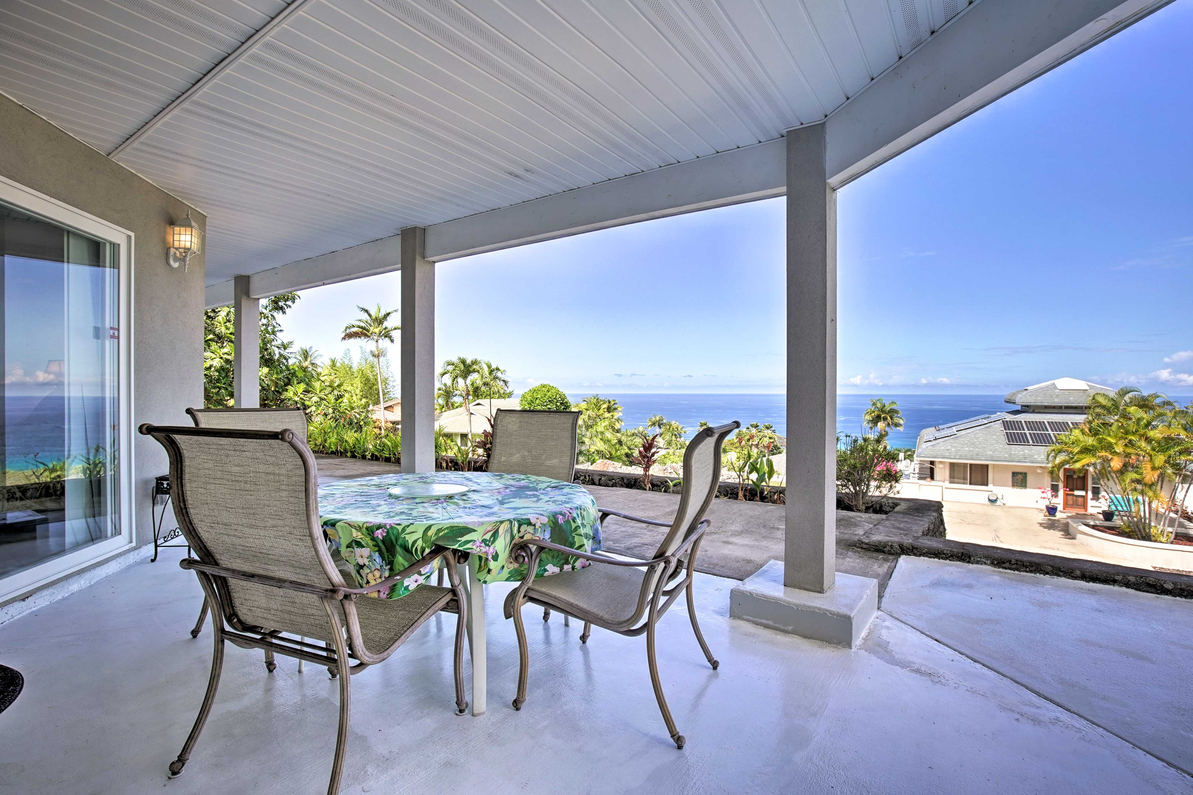 Watch the whales, dolphins, ships, and surfers from the comfort of your lanai!