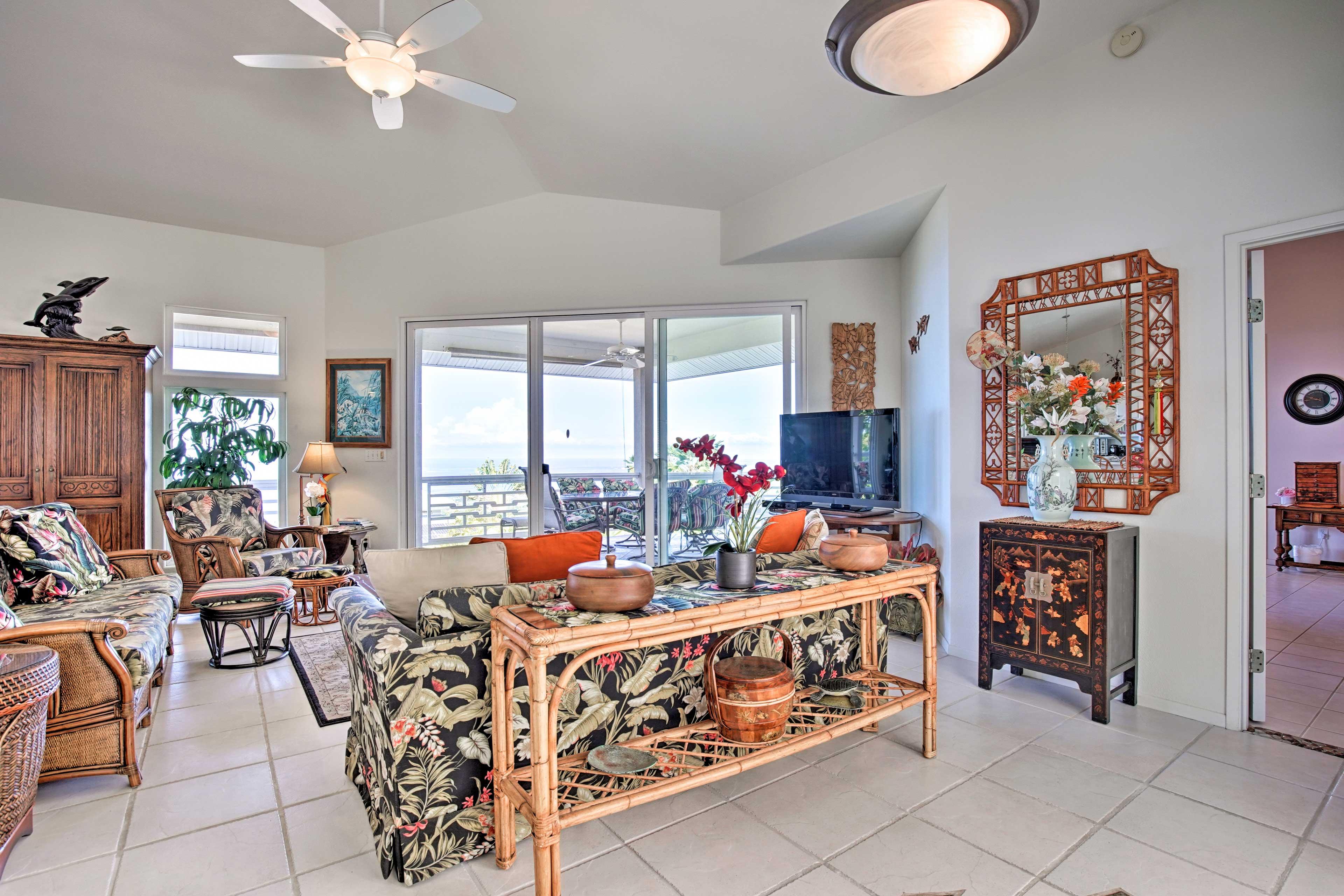 You'll love the festive Hawaiian decor throughout the home.
