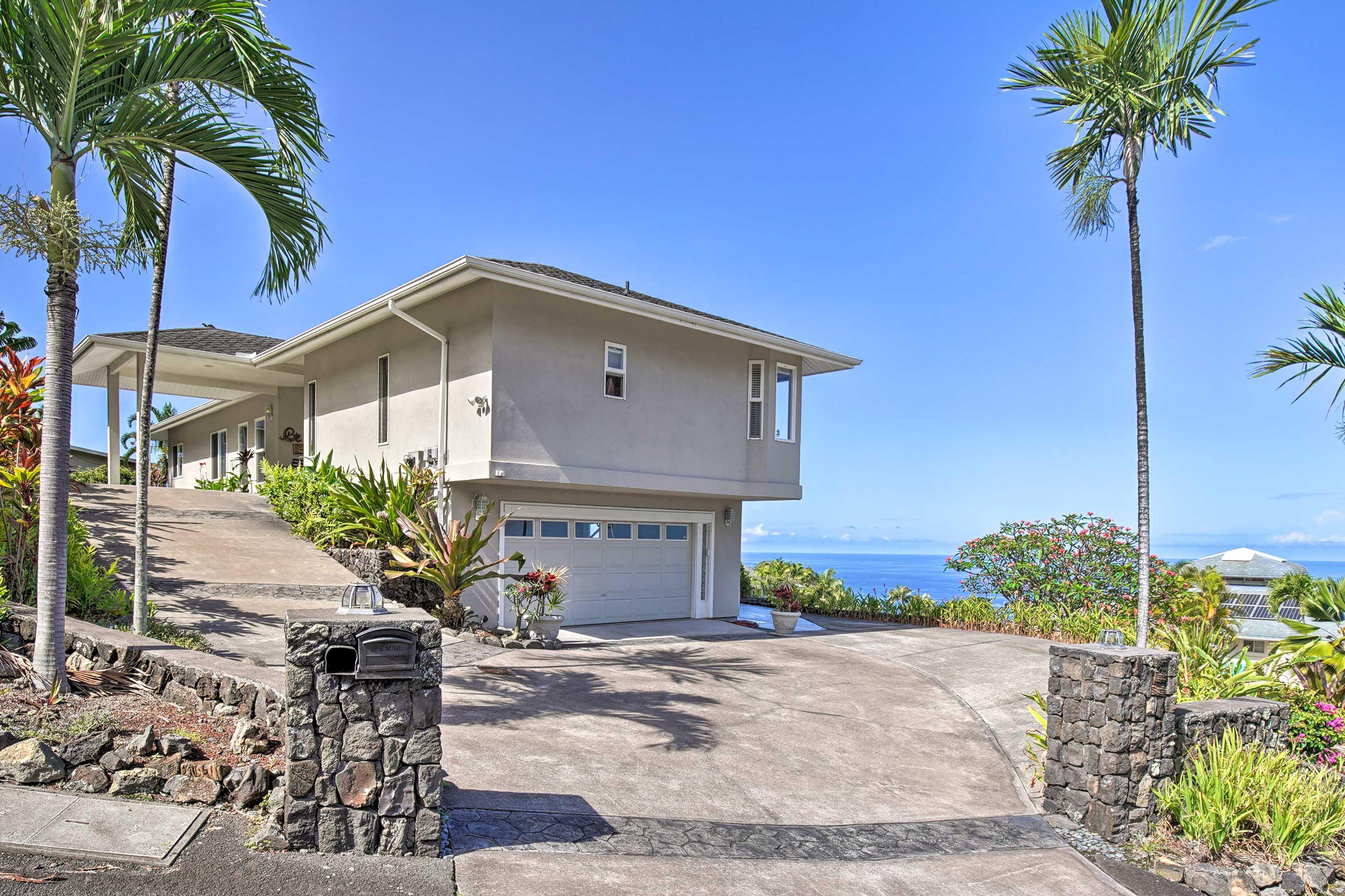 Say 'Aloha' to paradise at this 3-bed, 3-bath Kailua-Kona vacation rental home.