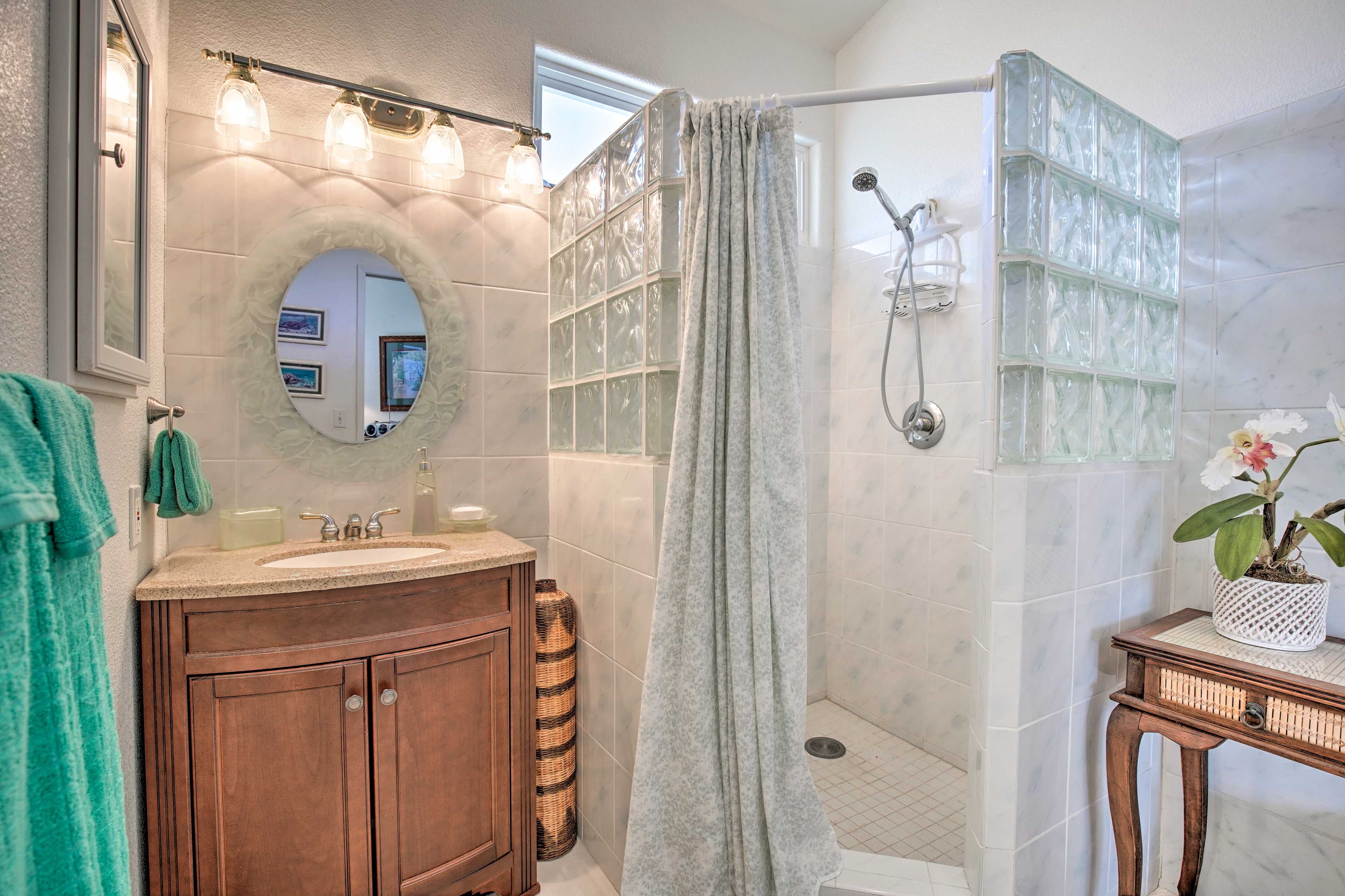 This bathroom also hosts an accessible walk-in shower.