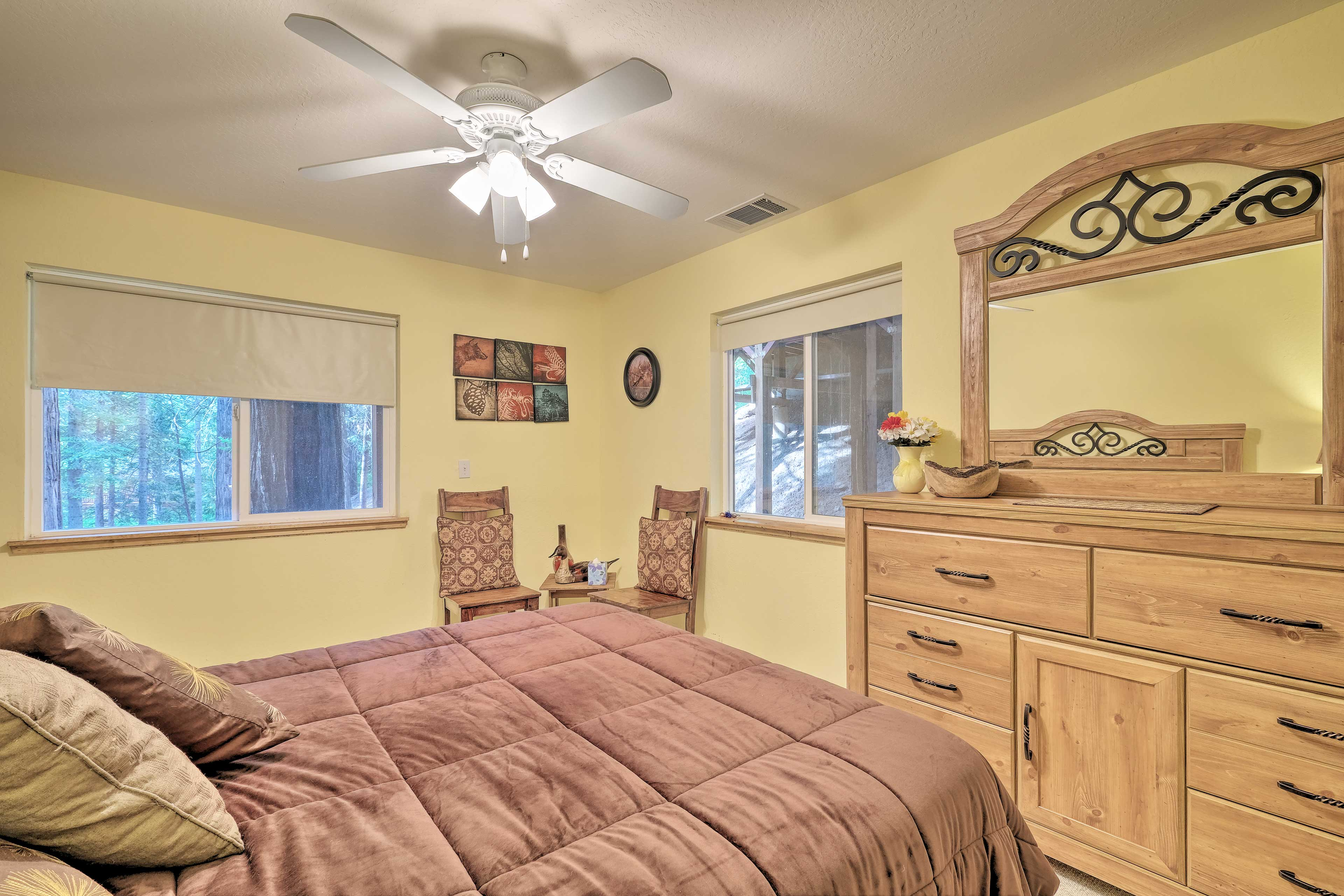The master bedroom boasts a queen-sized bed for 2.