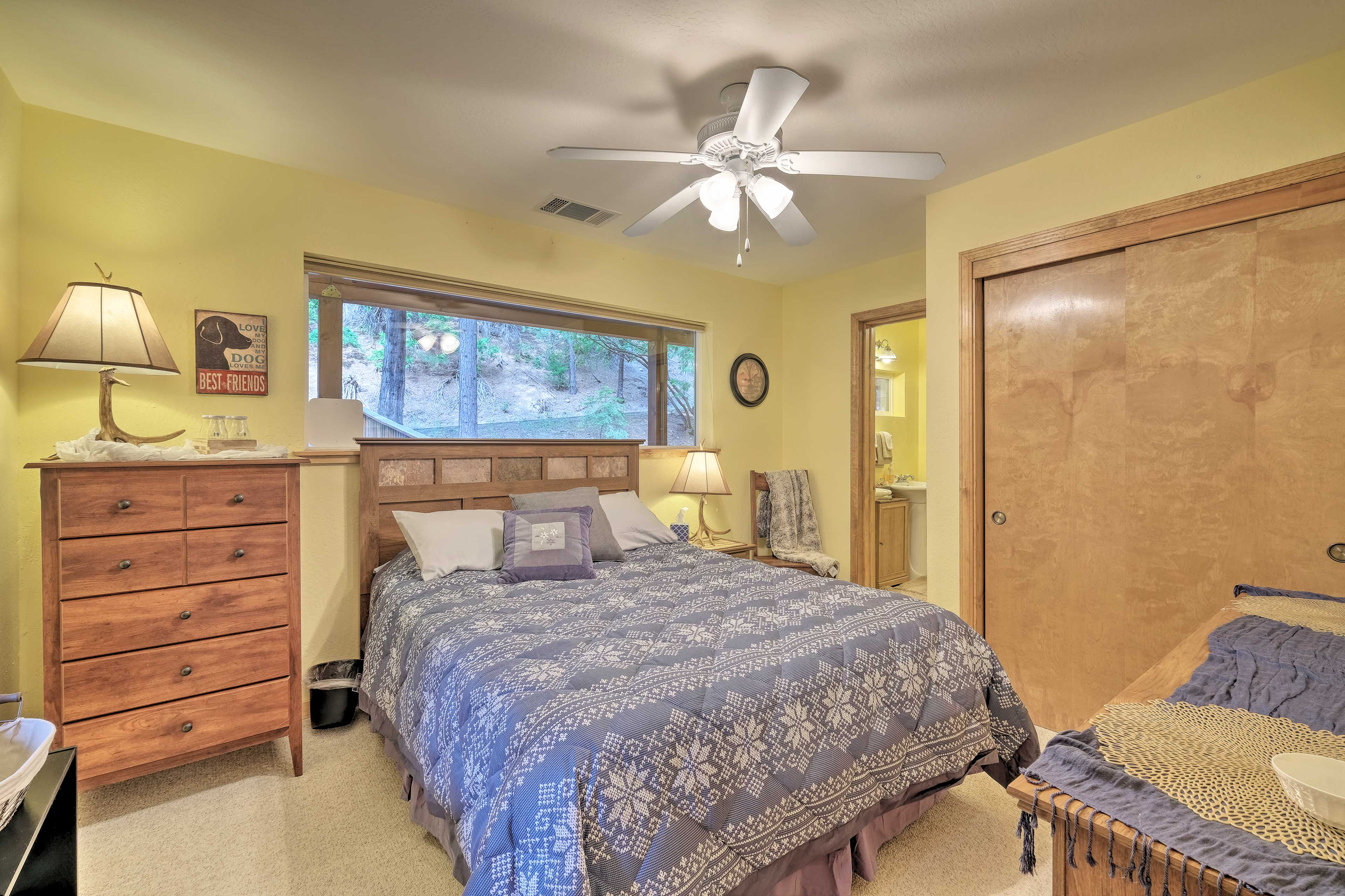 The 2nd bedroom includes a queen bed for 2.
