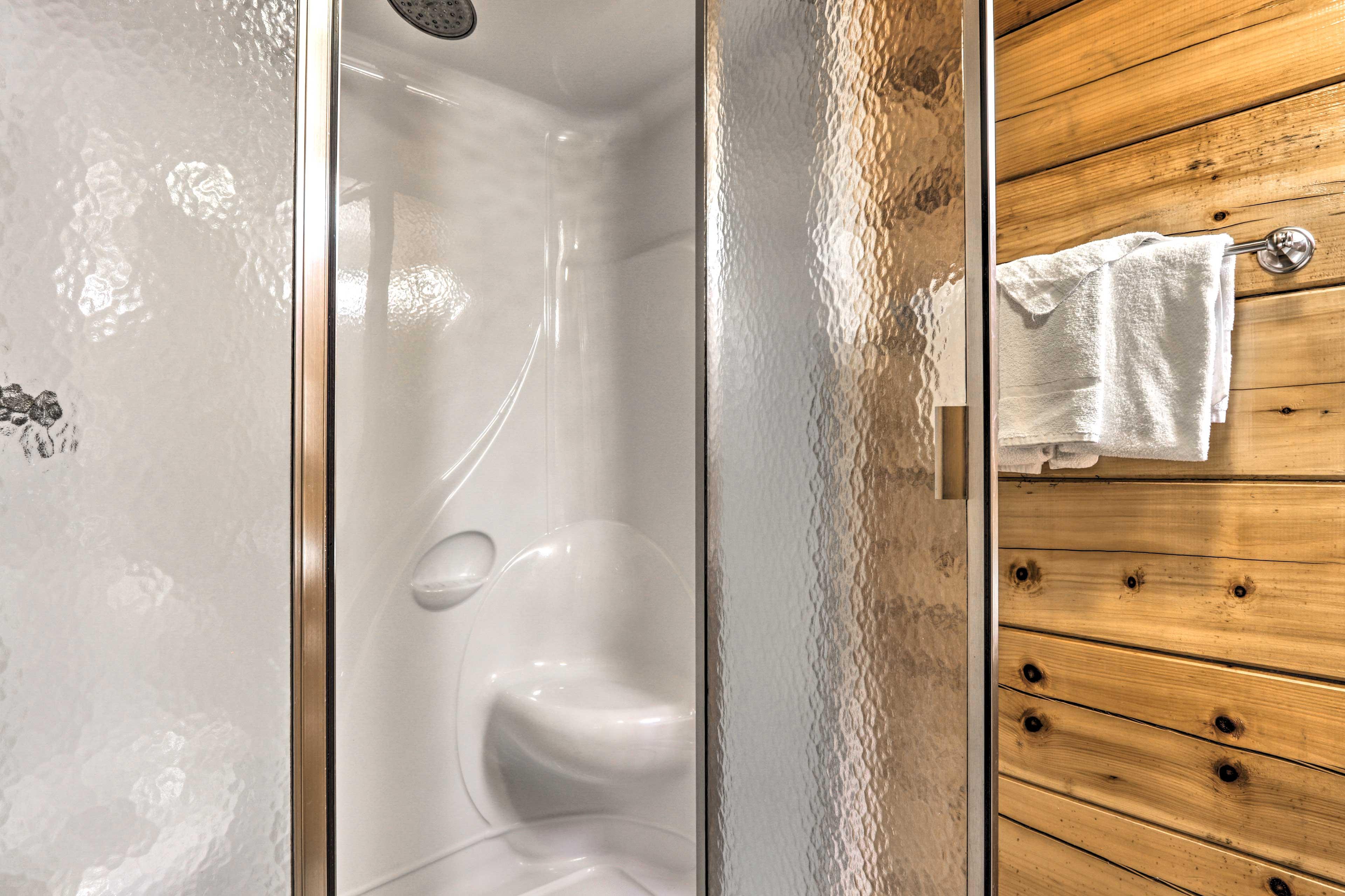 En-Suite Bathroom   Walk-In Shower   Towels Provided
