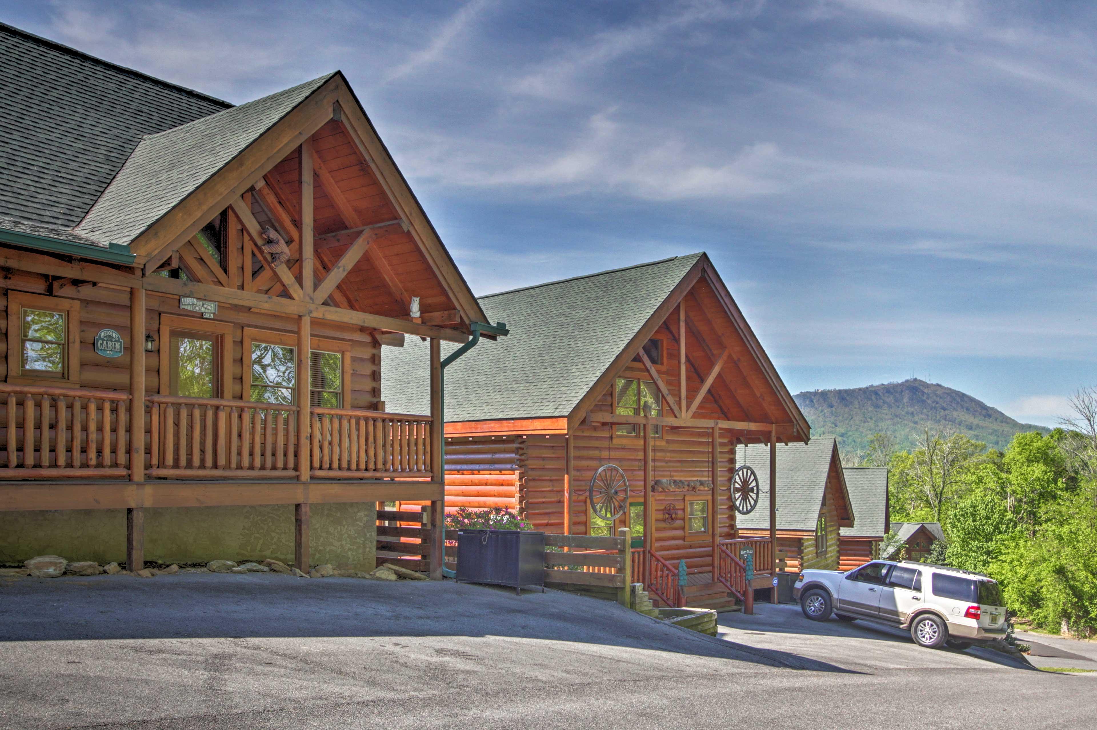 Cabin Exterior   Driveway Parking (3 Vehicles)