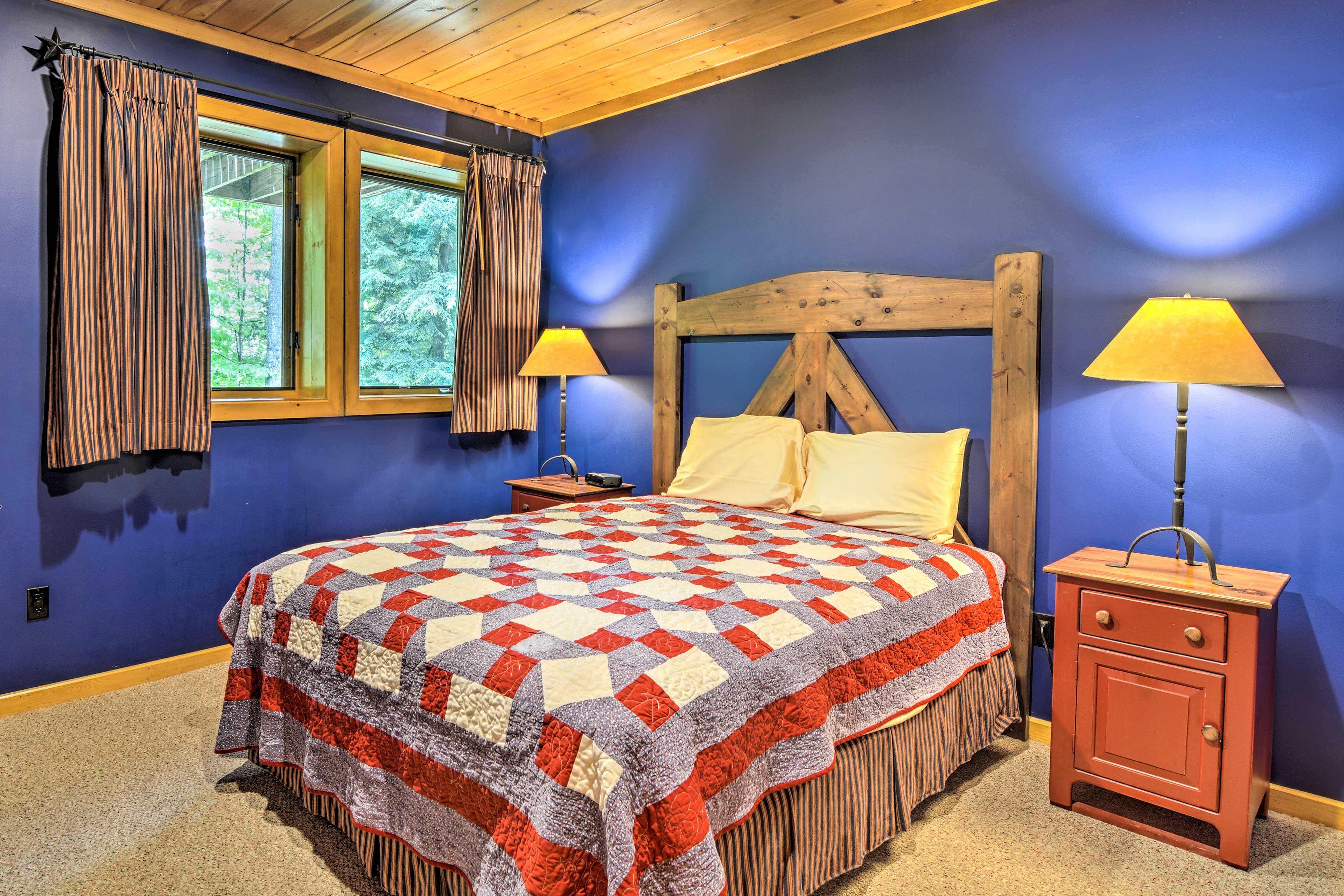 A queen bed makes this the perfect room for 2.