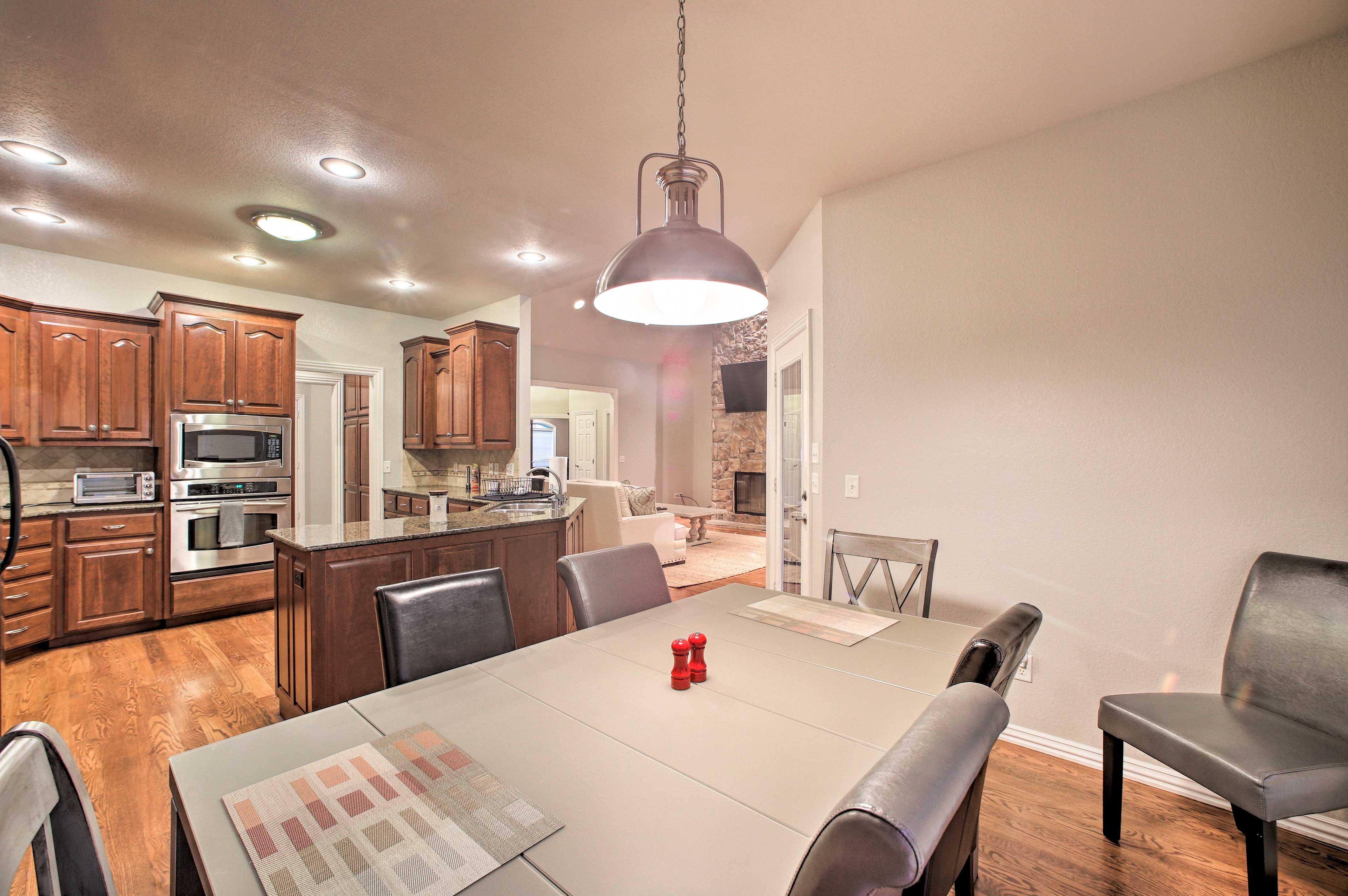 Kitchen   Granite Countertops   Dining Area