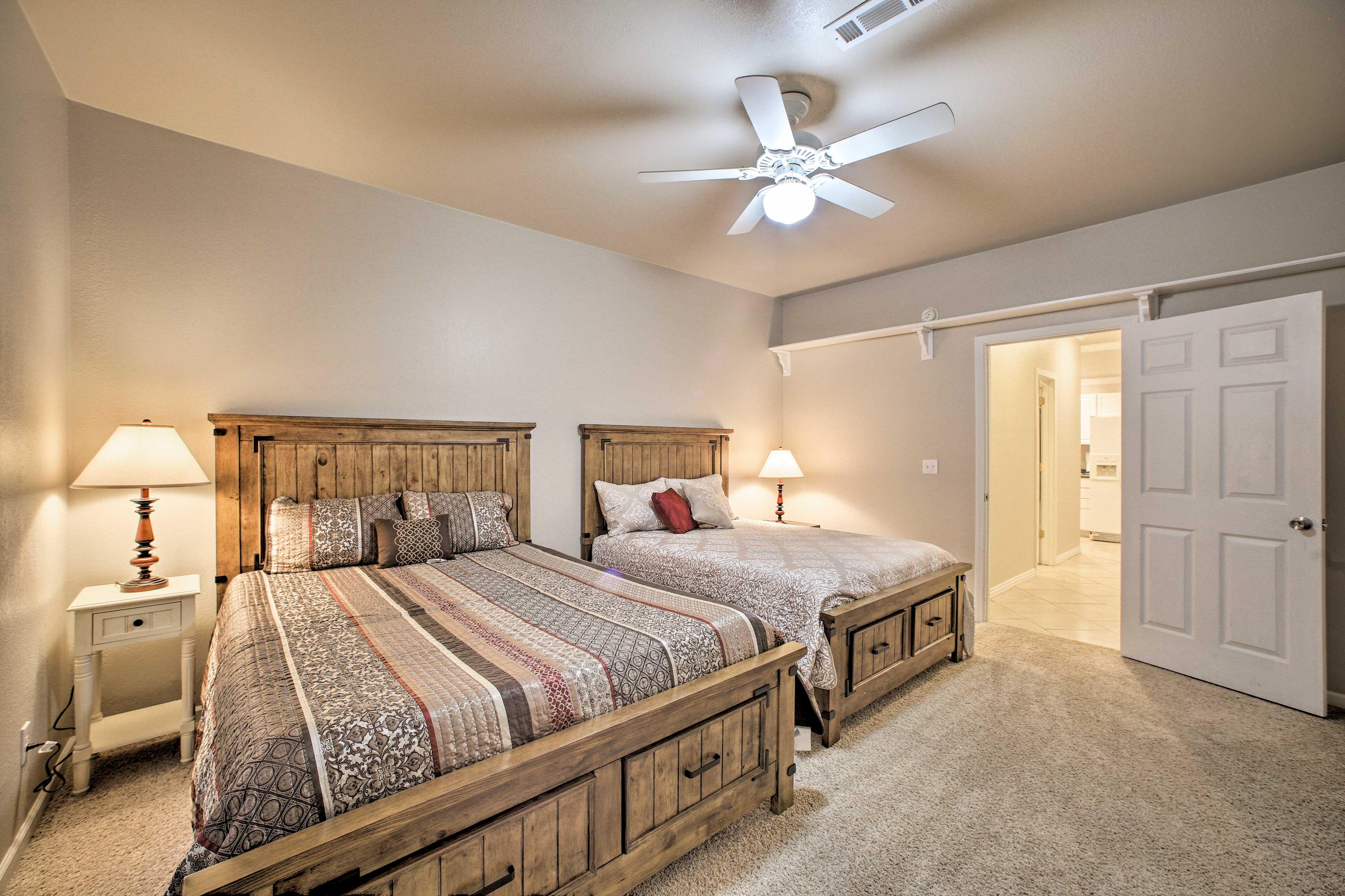 Bedroom 2   Queen Bed, Full Bed