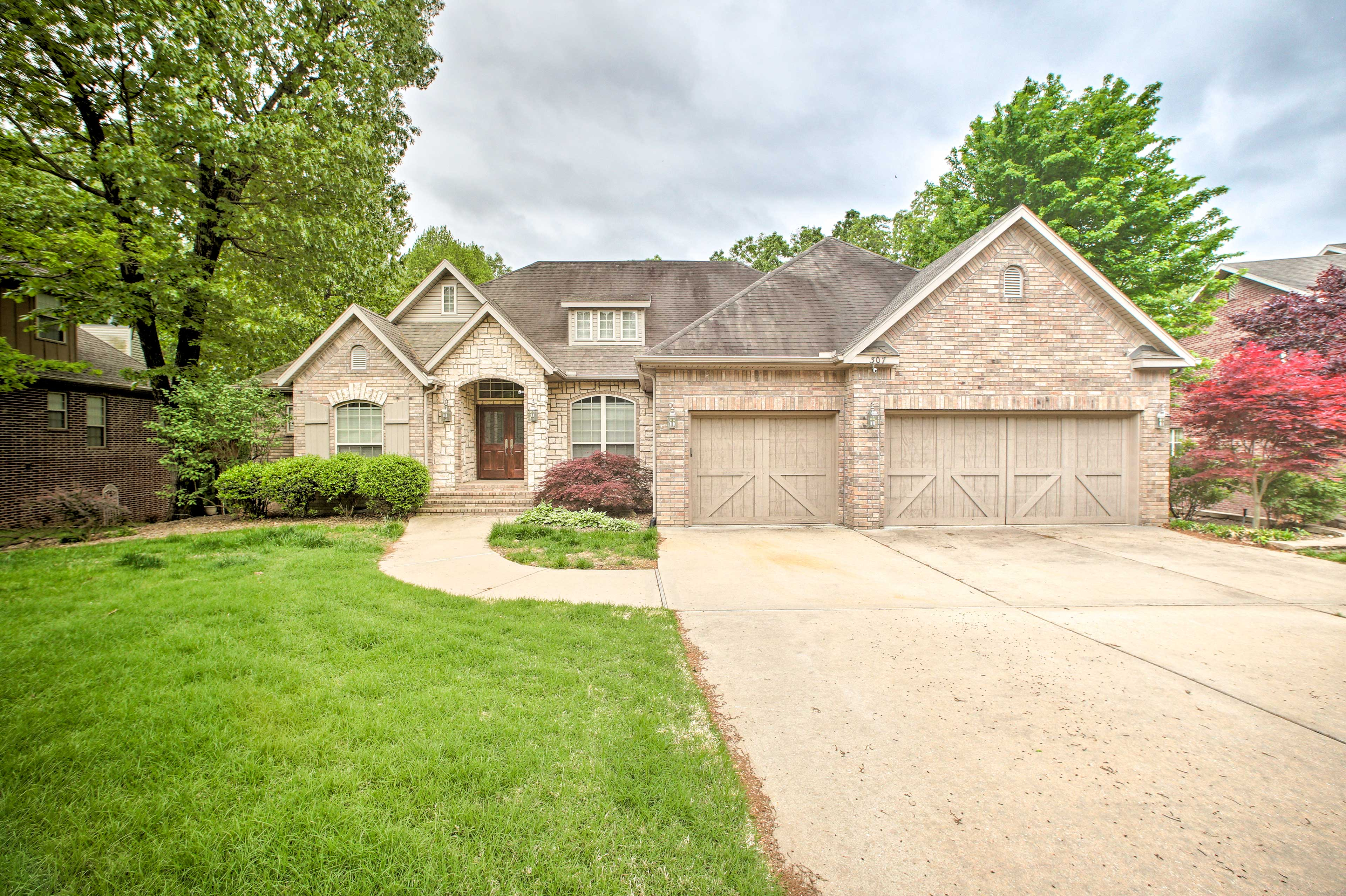 Bentonville Vacation Rental   4BR   3.5 BA   3,850 Sq Ft   Stairs Required