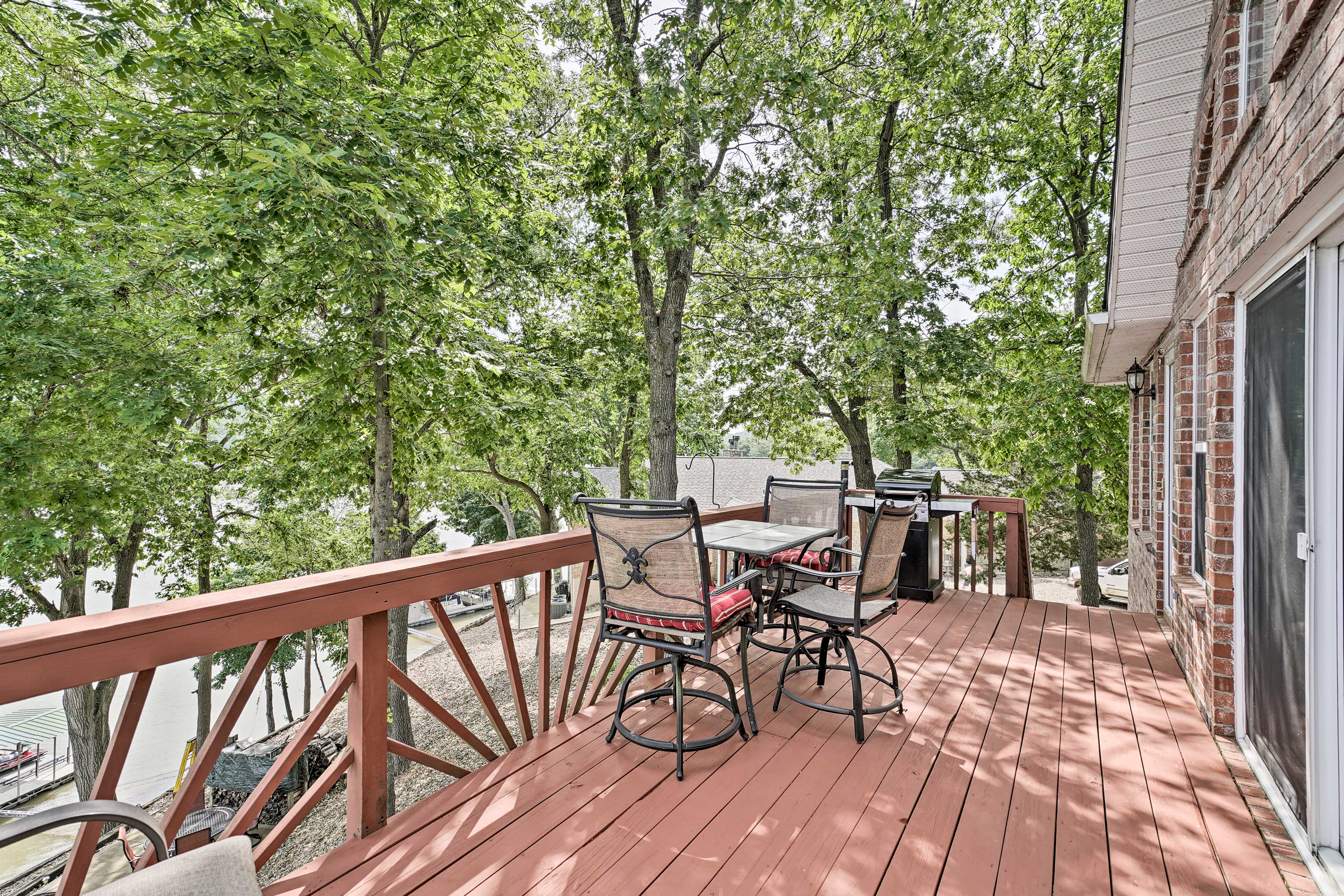 Sip morning coffee and evening nightcaps on the shaded deck.