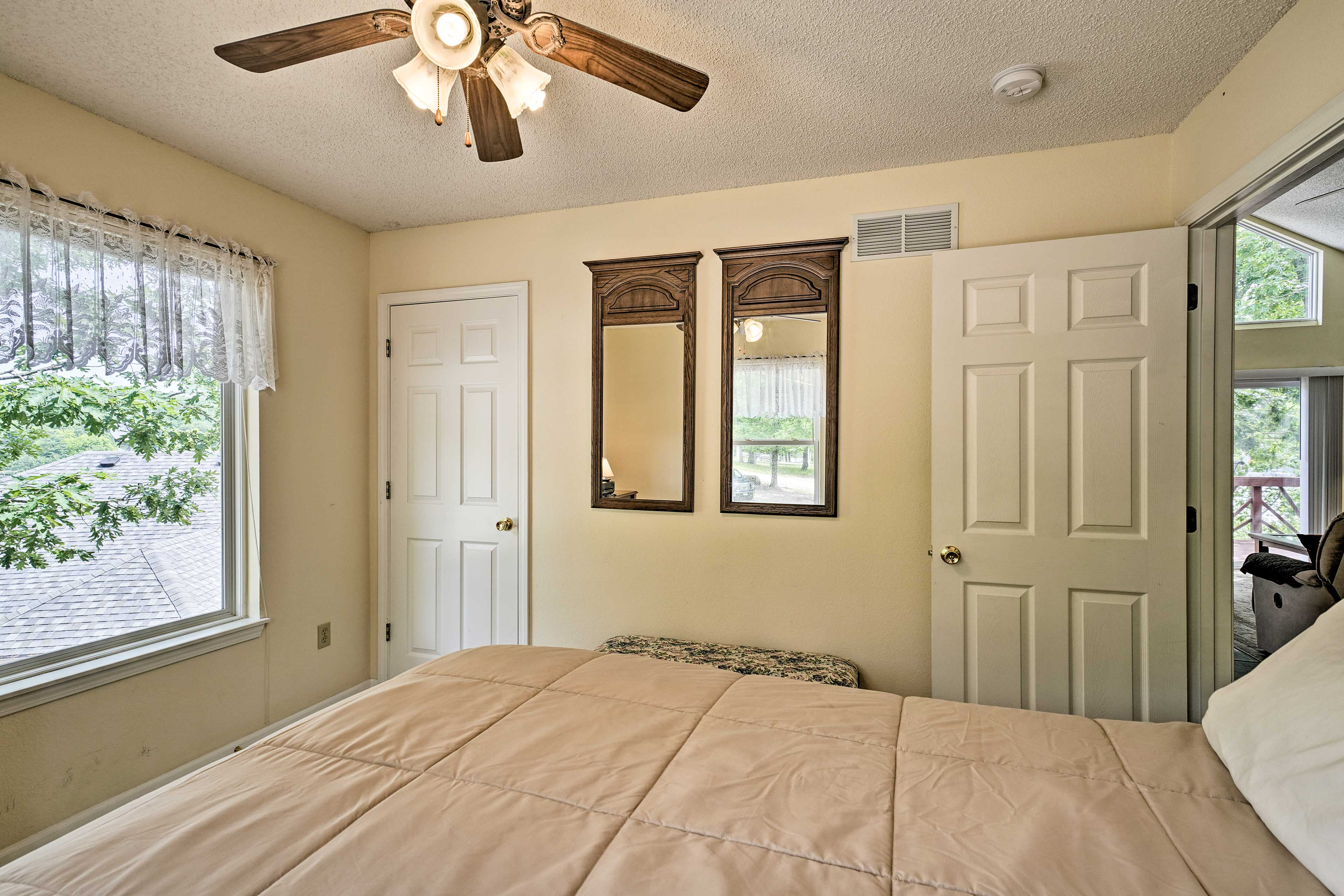 Closets help you stay organized during your vacation!
