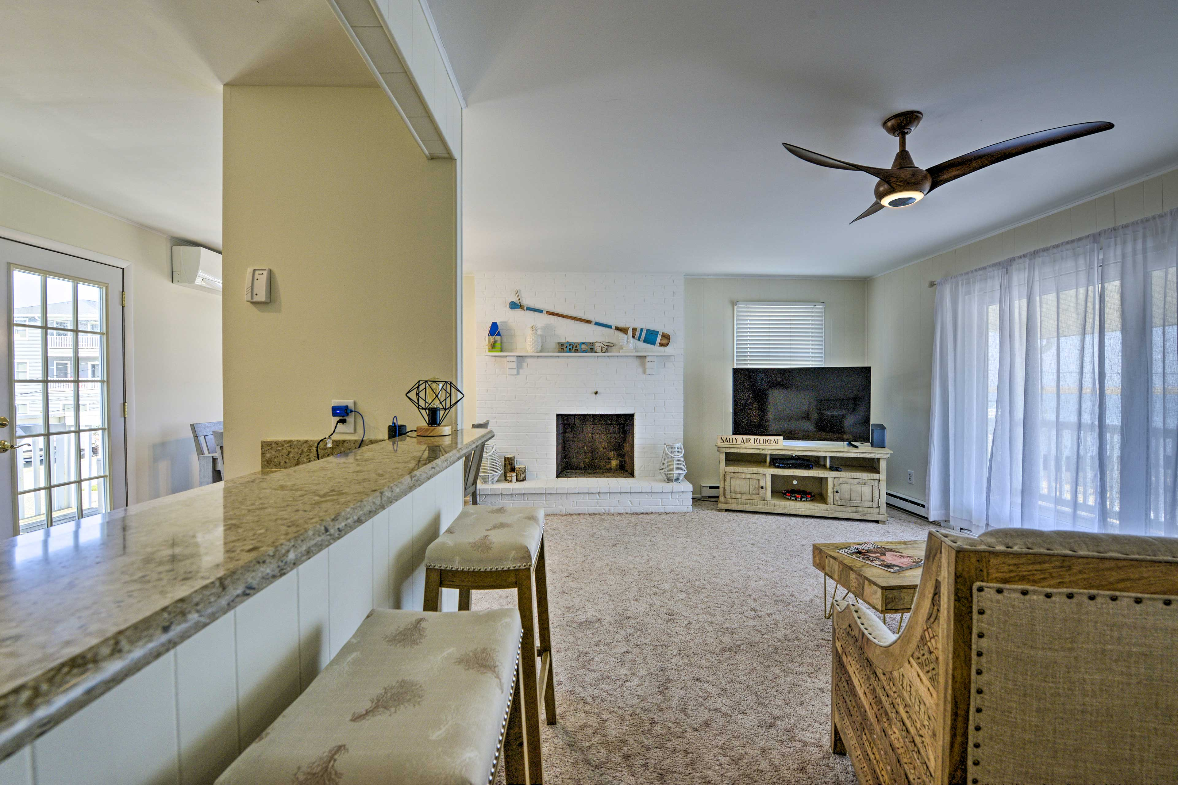 Ceiling fans and the A/C will keep you cool all vacation long.