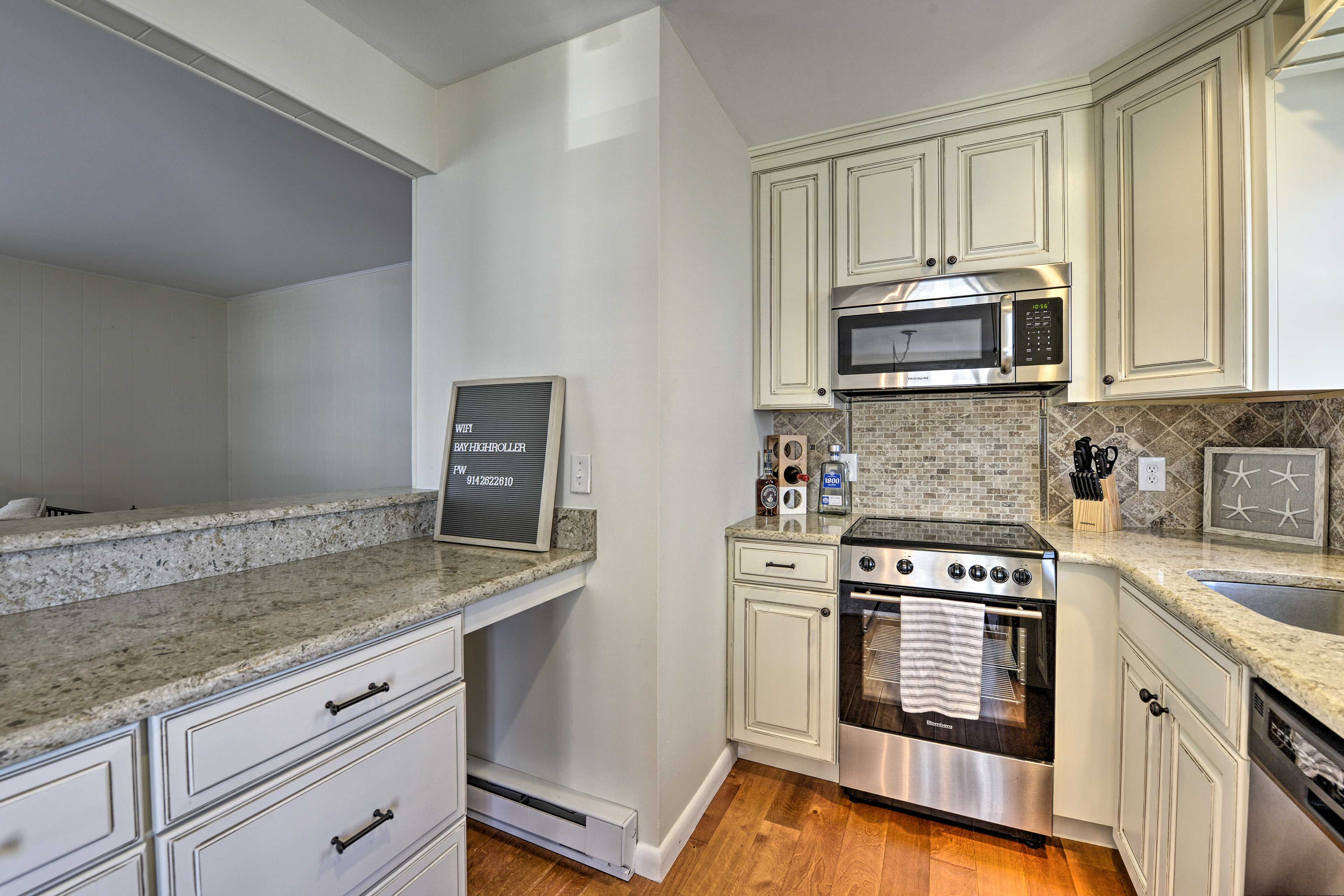 The fully equipped kitchen includes a serving window.