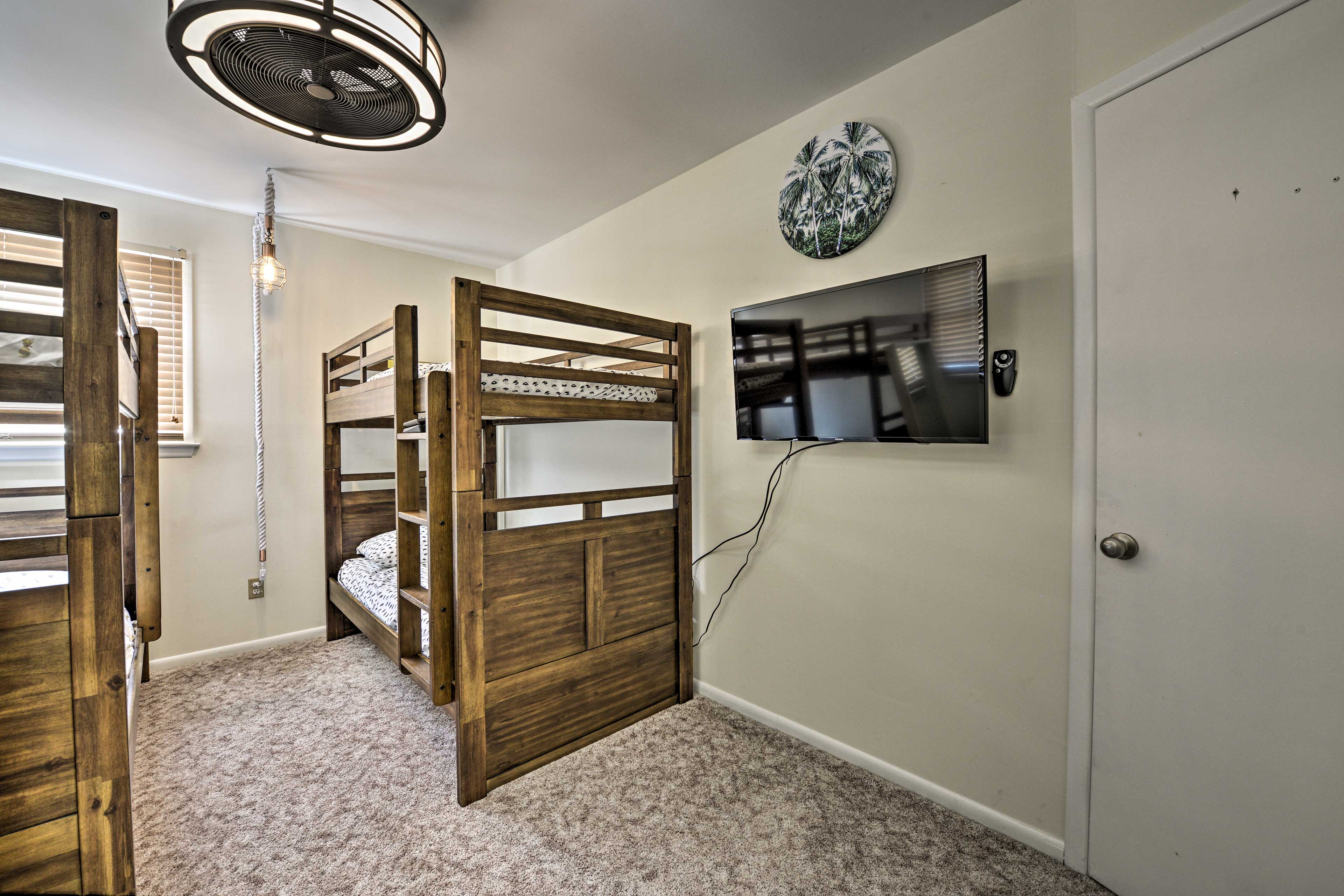There are 2 twin-over-twin bunk beds.