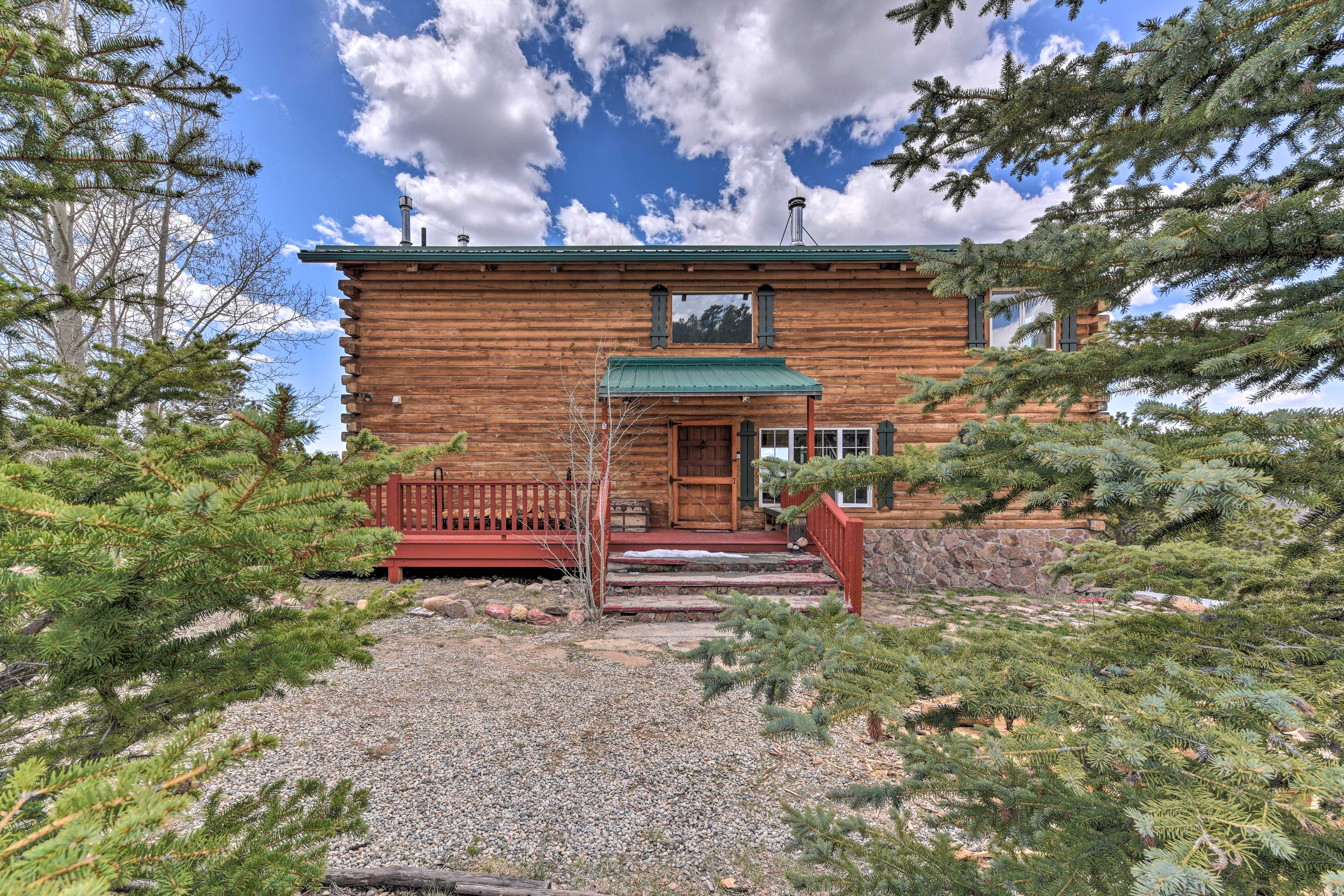 Escape with your family to this secluded Colorado cabin!