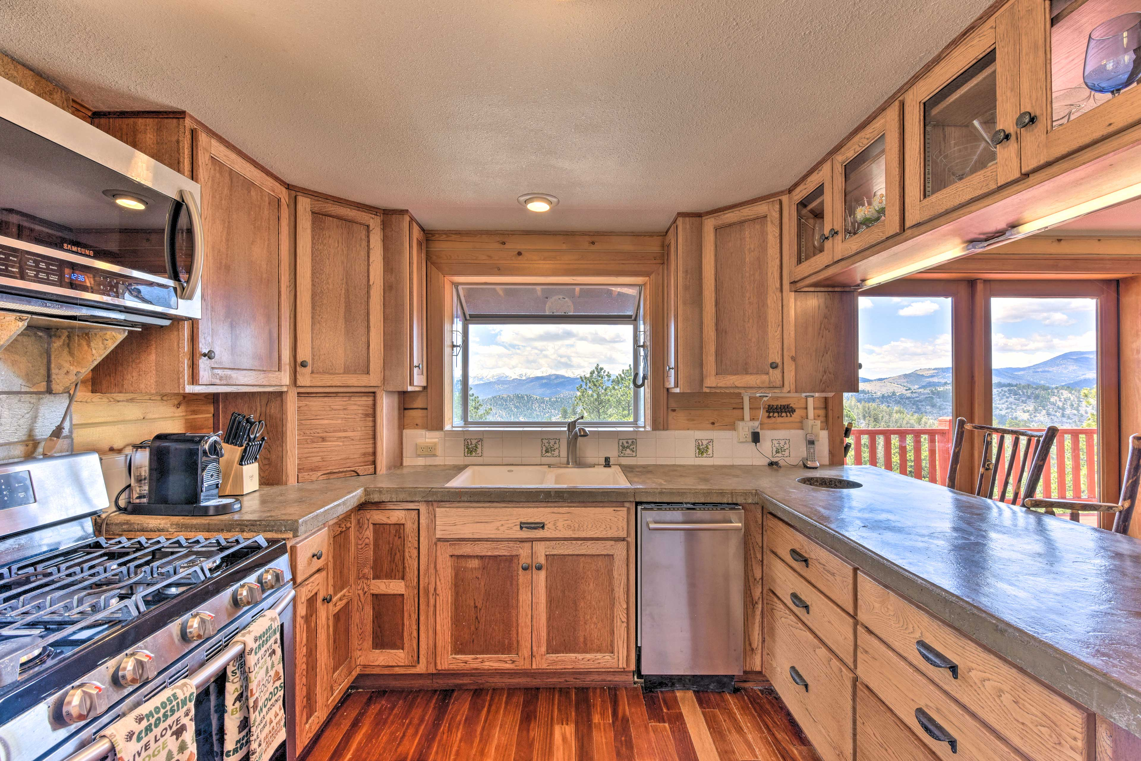 Show off your creative culinary skills in the fully equipped kitchen.