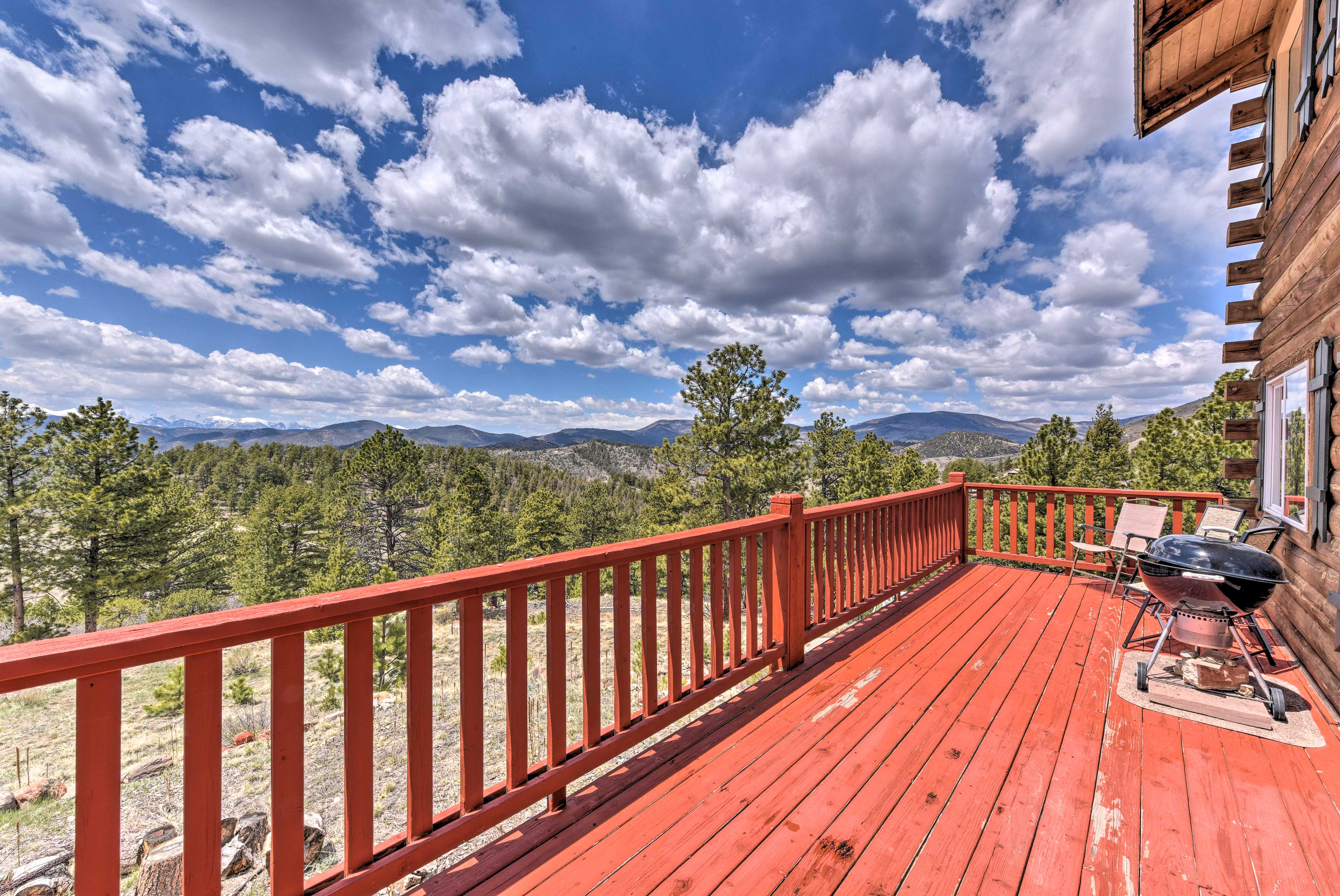 This 3-bedroom, 2-bath vacation rental for 6 offers panoramic views.