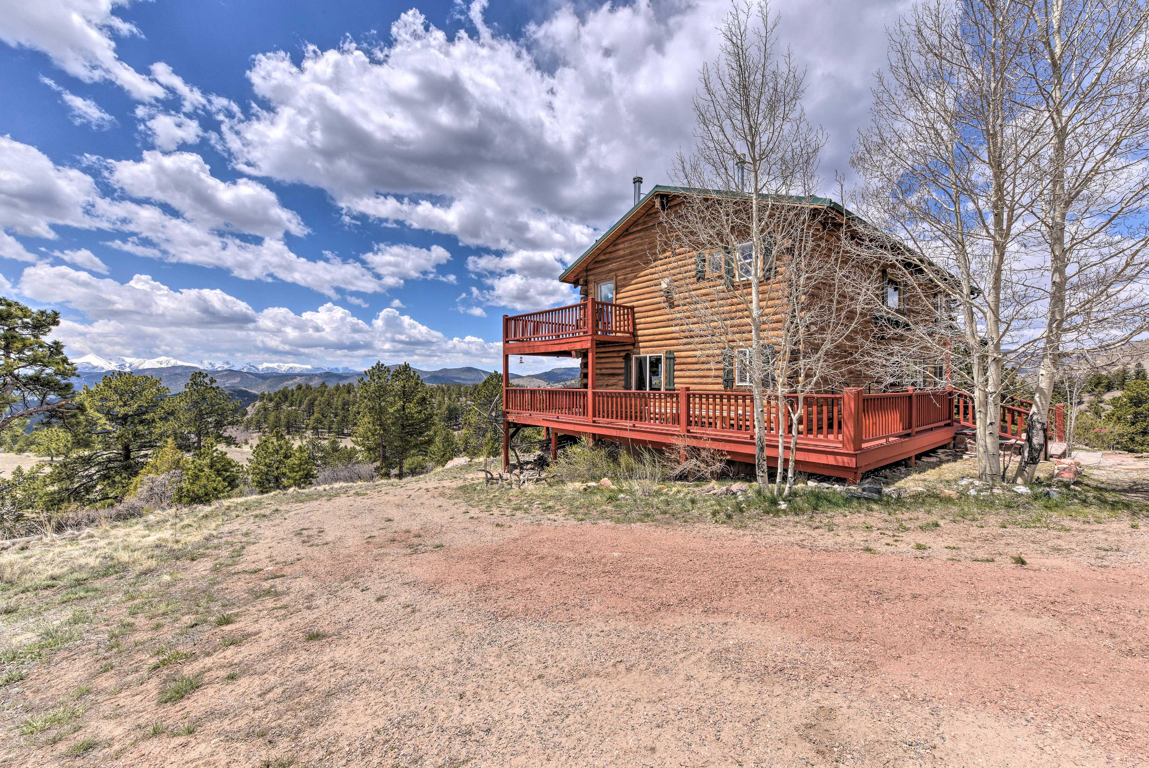 Gorgeous views of the Sange De Cristo mountains surround this charming cabin.