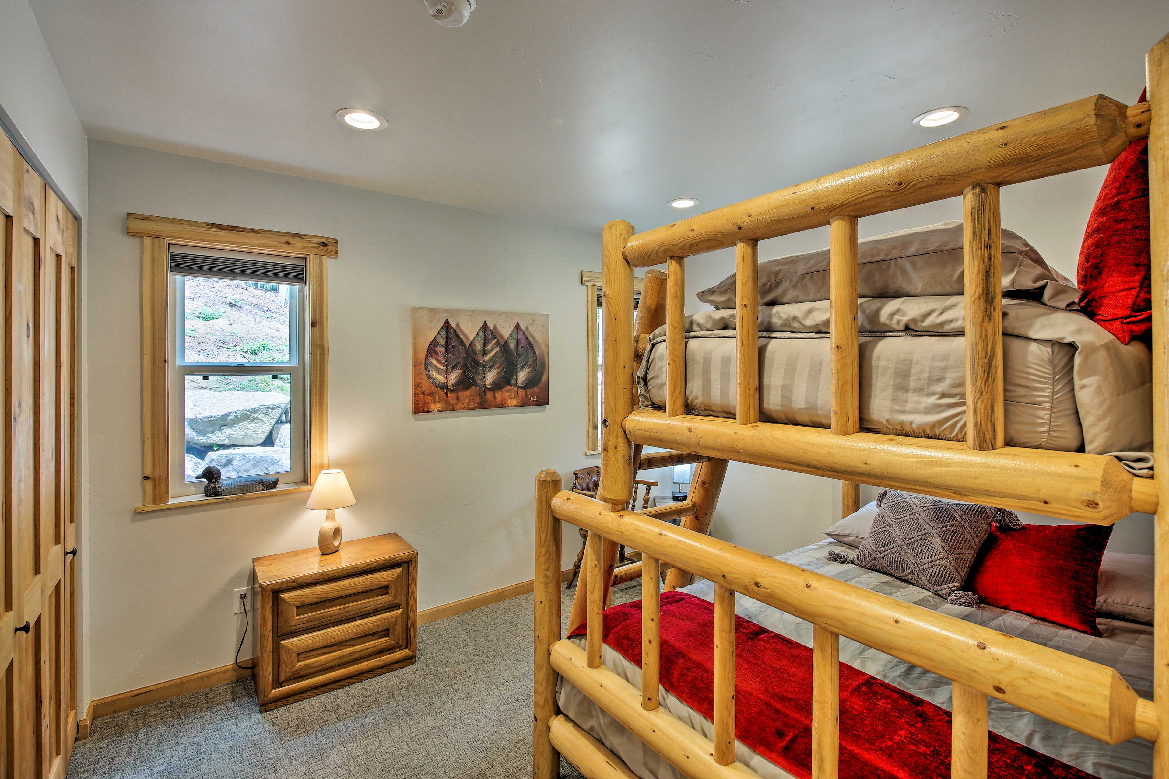 The cabin's third bedroom is ideal for your kiddos!