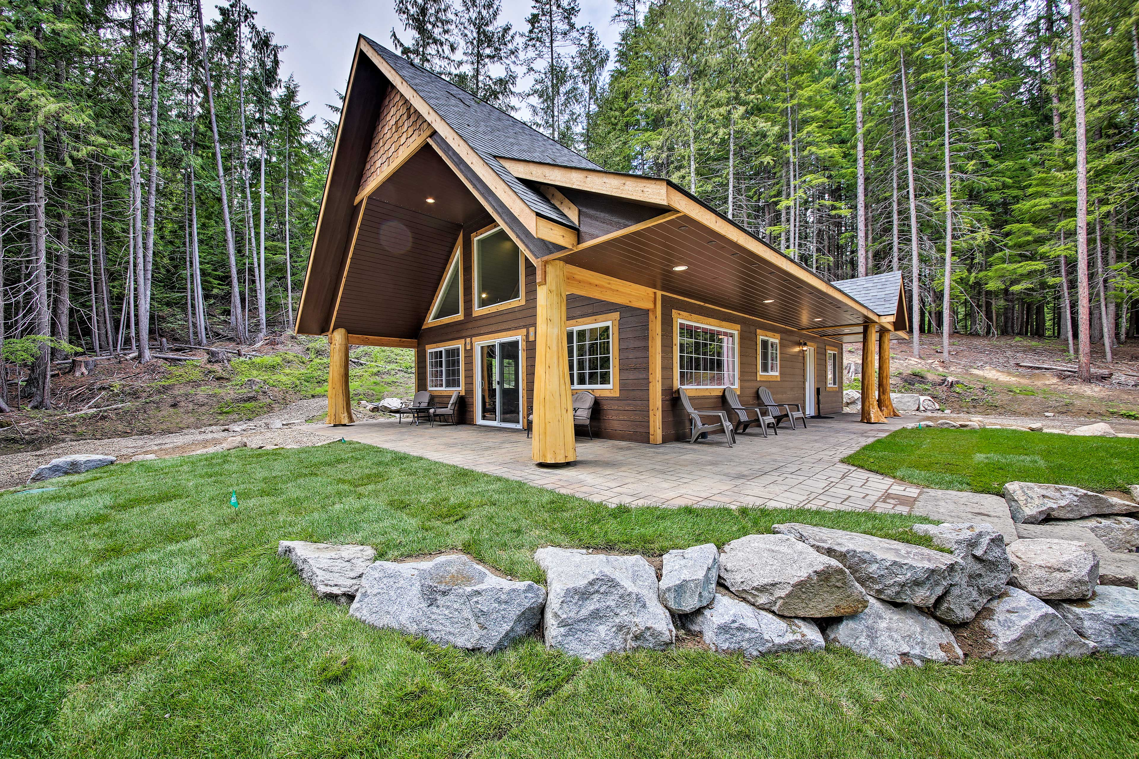 Welcome to your Priest Lake home-away-from-home!