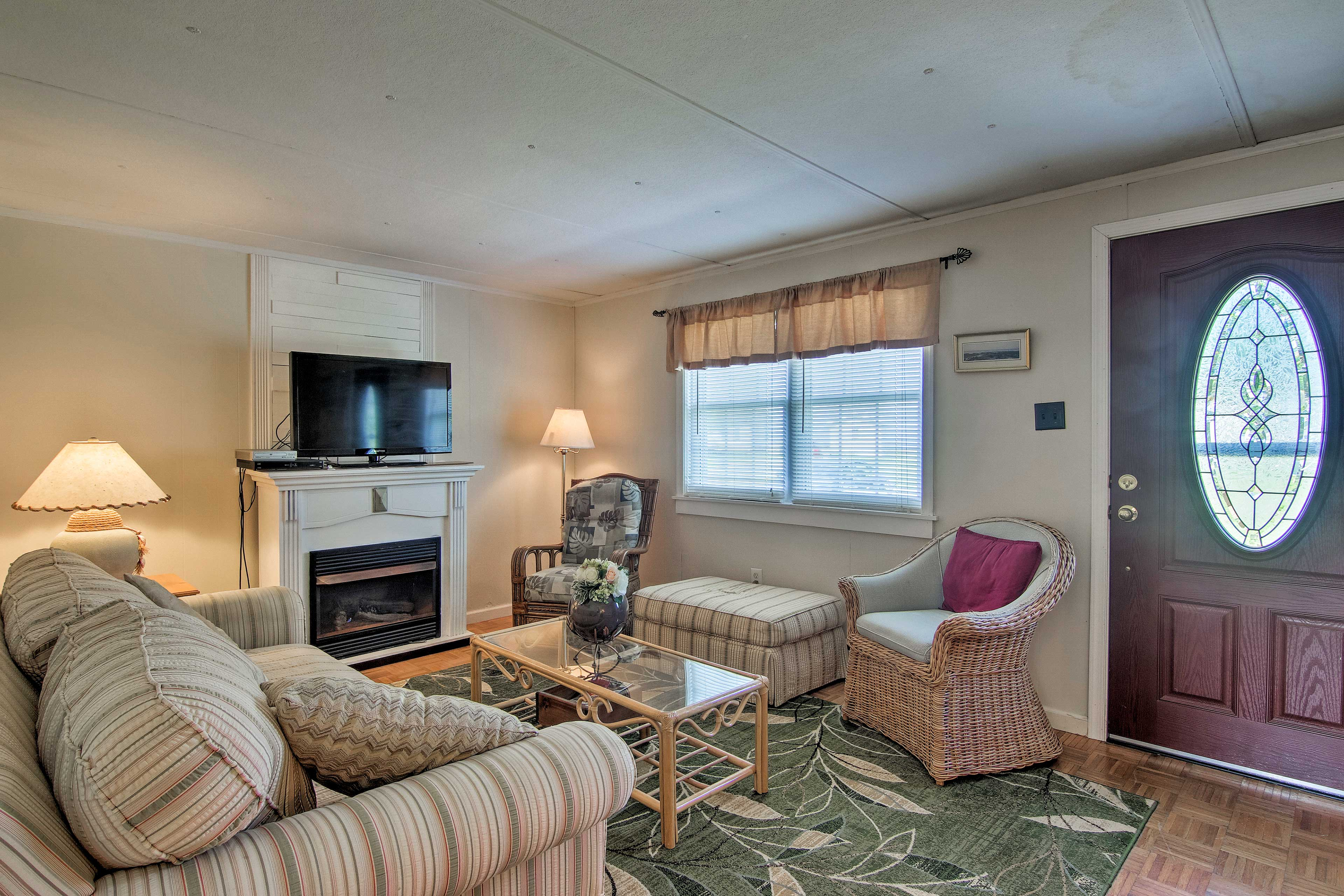 The family room includes a flat-screen TV.