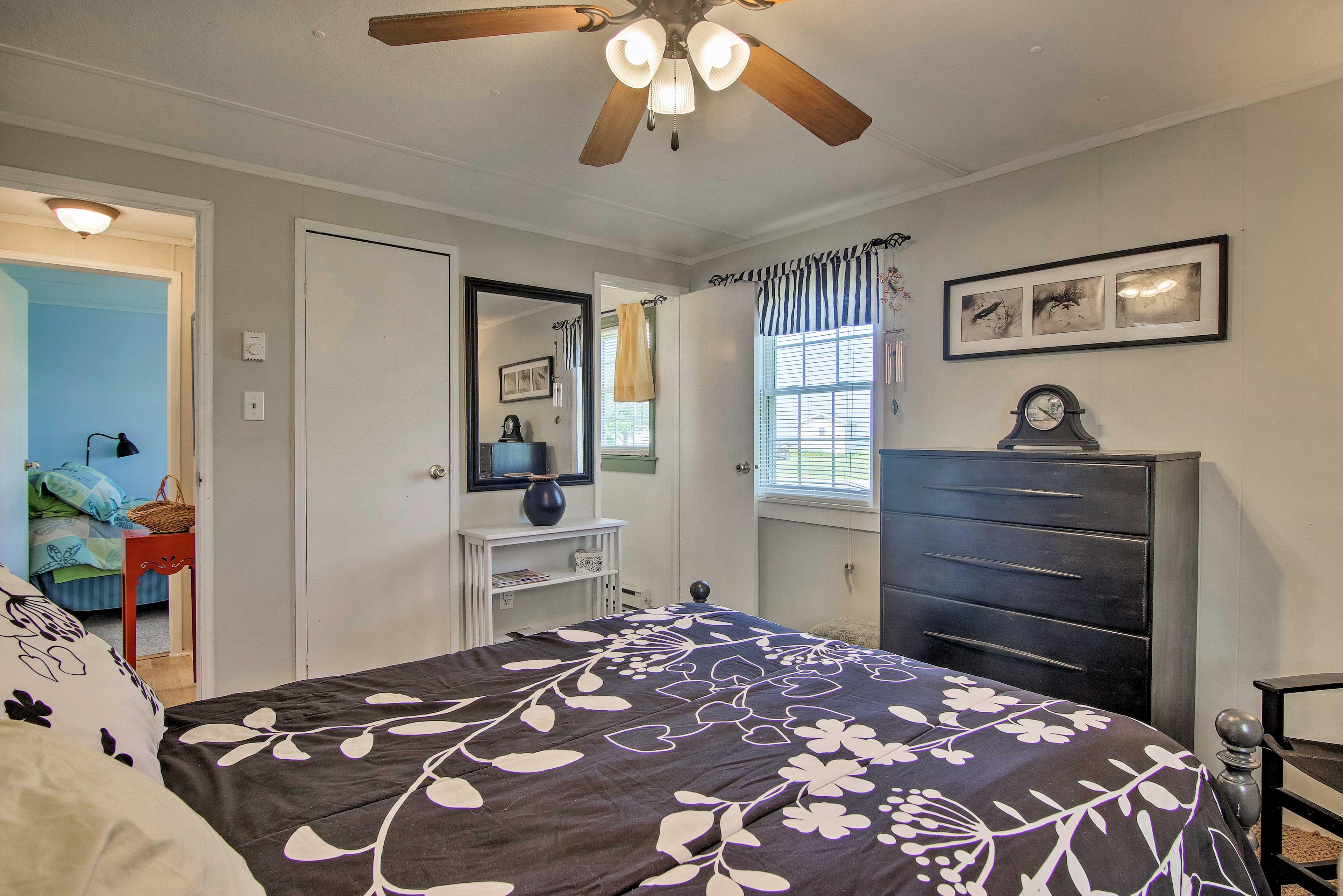 The room has a ceiling fan and en-suite bathroom.