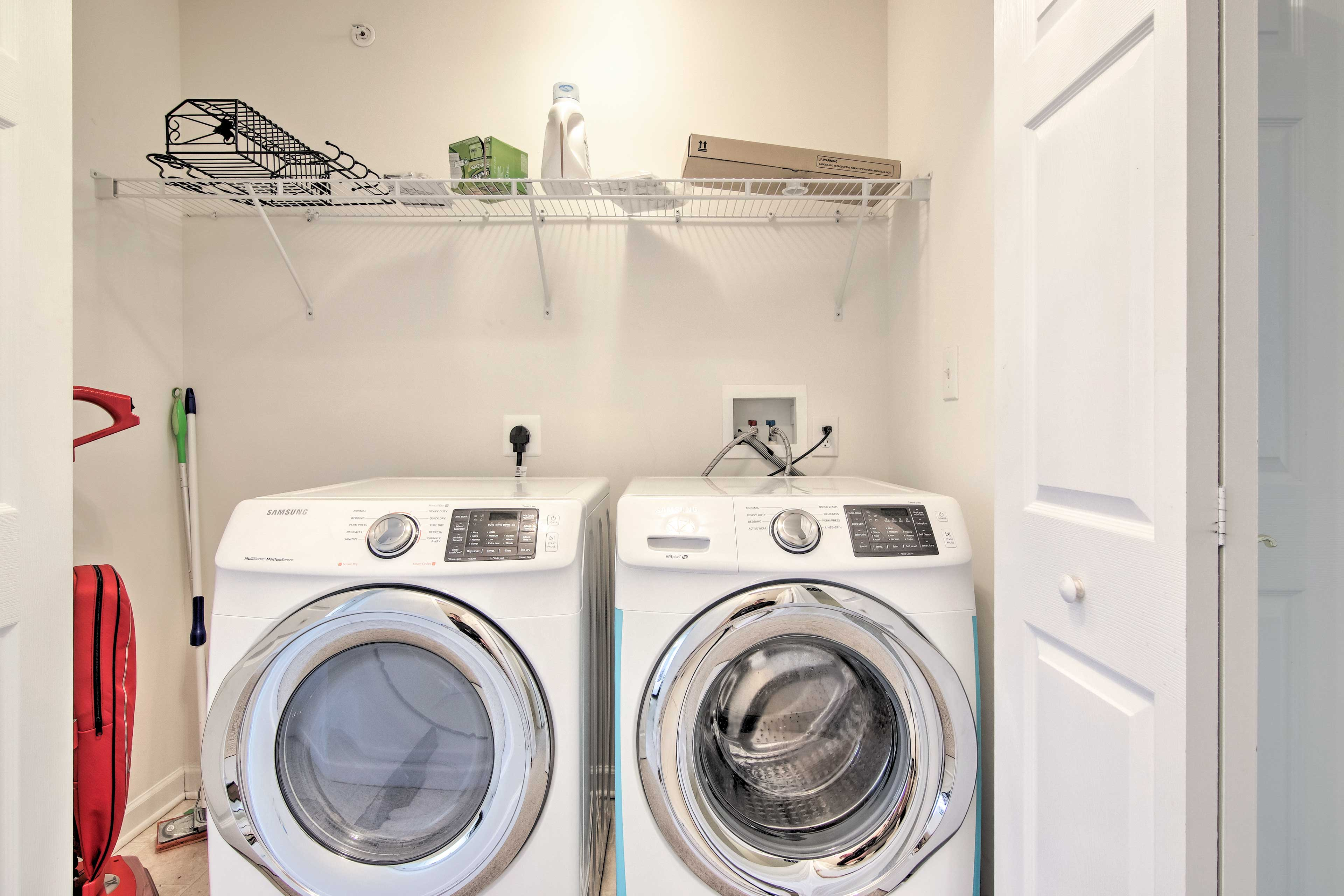 Keep your bathing suit fresh with the in-unit washer/dryer.