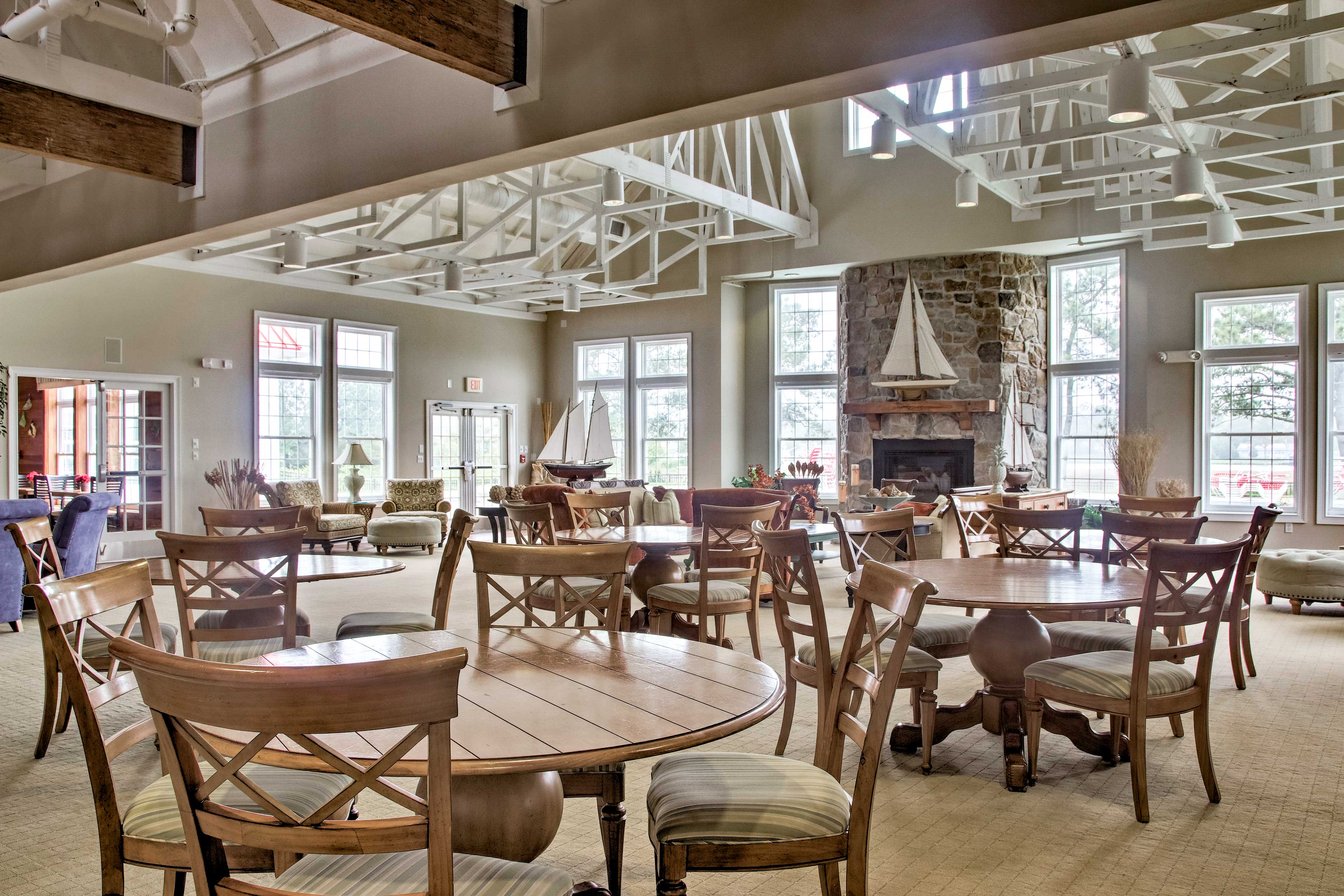 Meet fellow travelers and locals in the clubhouse great room.